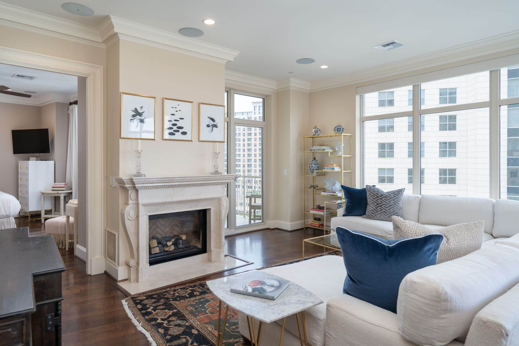 Condominiums for Sale at Ritz-Carlton Luxury and Convenience 2555 N. Pearl Street, #1004 Dallas, Texas 75201 United States