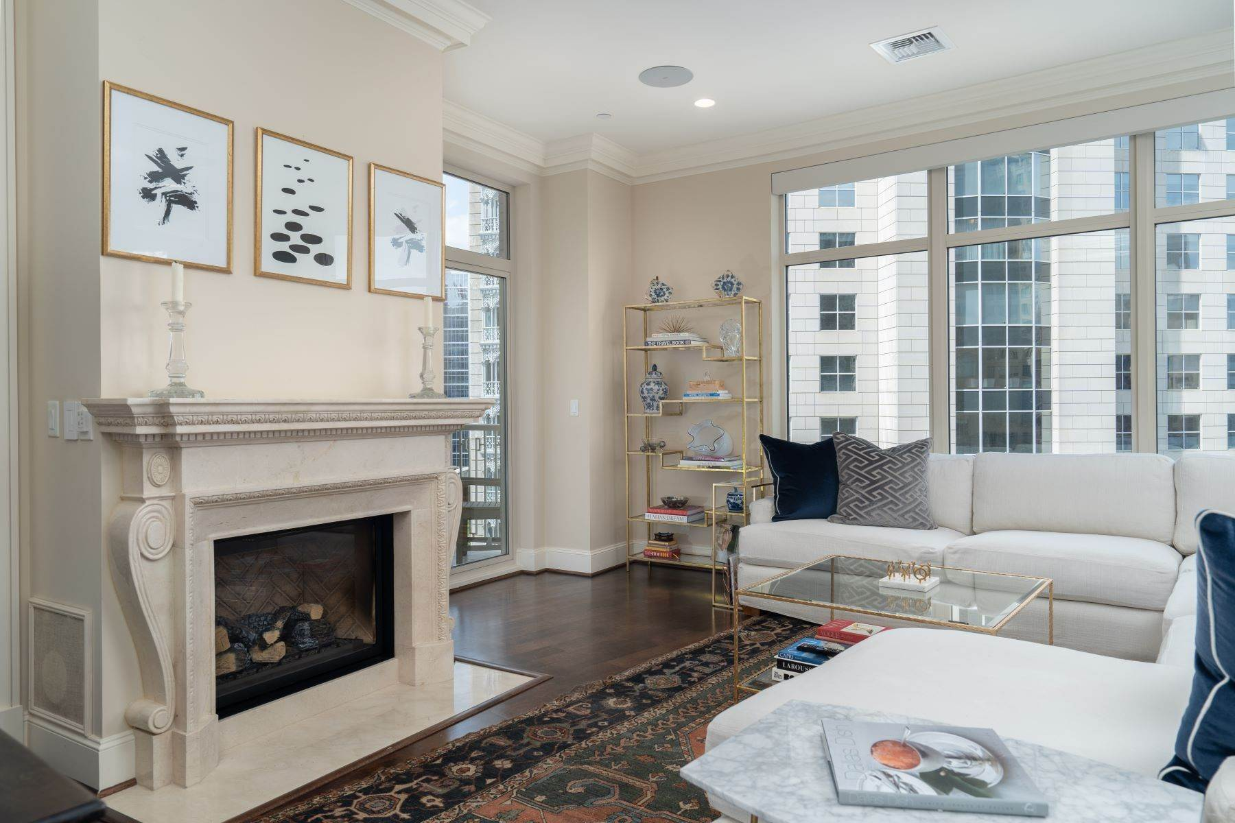 6. Condominiums for Sale at Ritz-Carlton Luxury and Convenience 2555 N. Pearl Street, #1004 Dallas, Texas 75201 United States