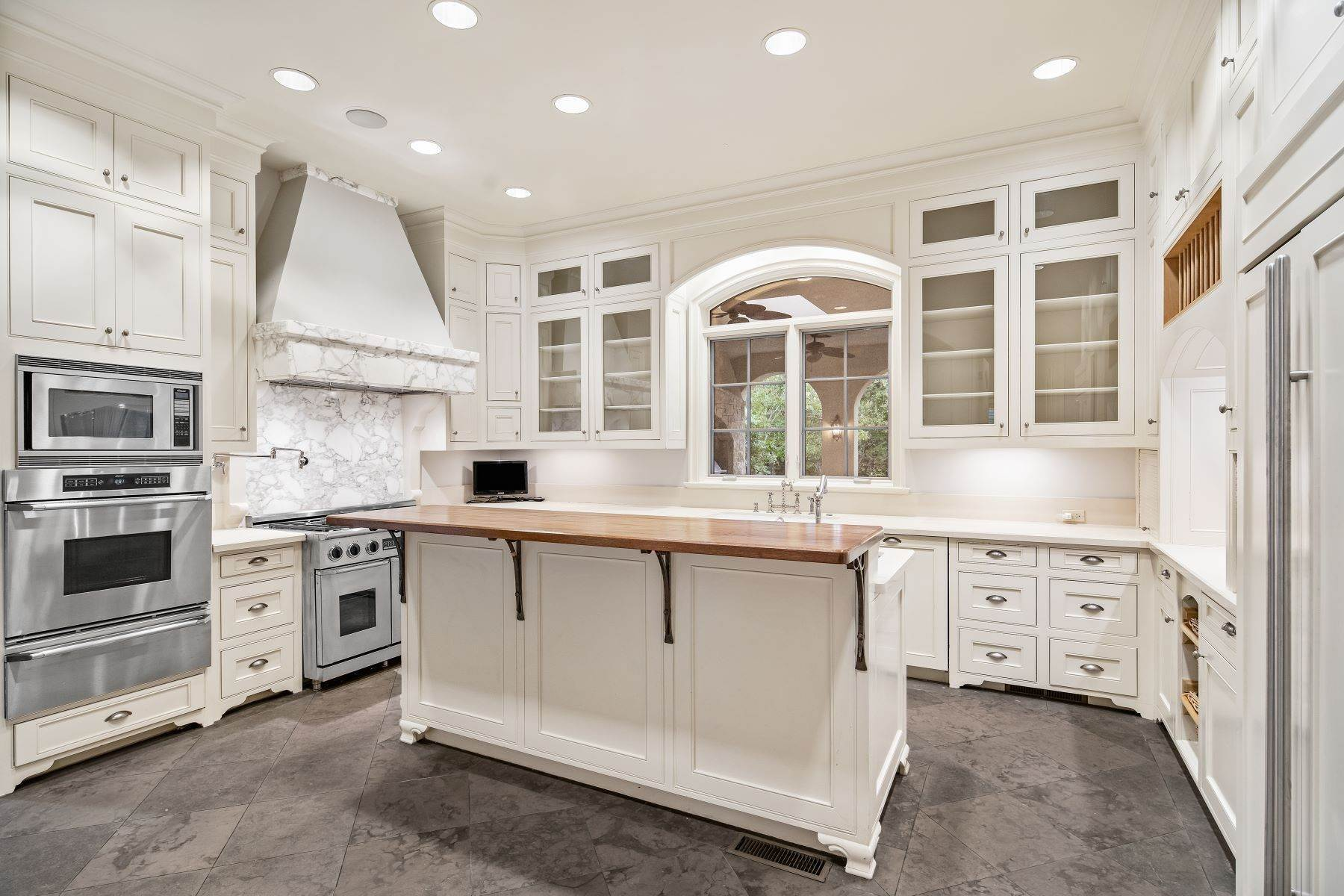 11. Single Family Homes for Sale at Extraordinary Preston Hollow Estate 5115 Ursula Lane Dallas, Texas 75229 United States