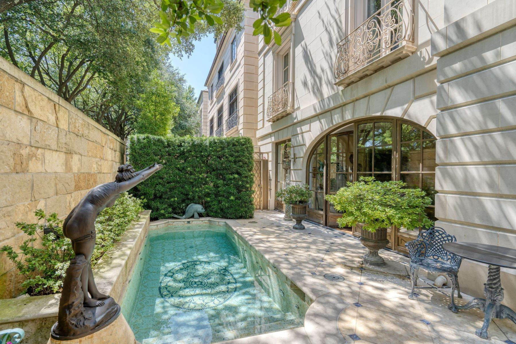 35. Single Family Homes at Place Des Vosges 3901 Turtle Creek Boulevard, #16 Dallas, Texas 75219 United States