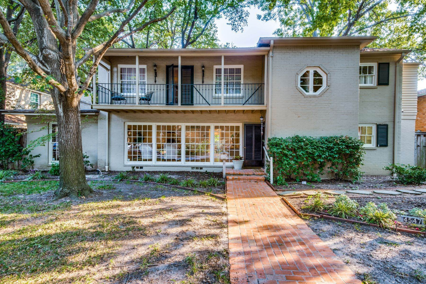 Multi-Family Homes for Sale at FULL DUPLEX! Great Investment Property 4549 Westway Avenue Highland Park, Texas 75205 United States