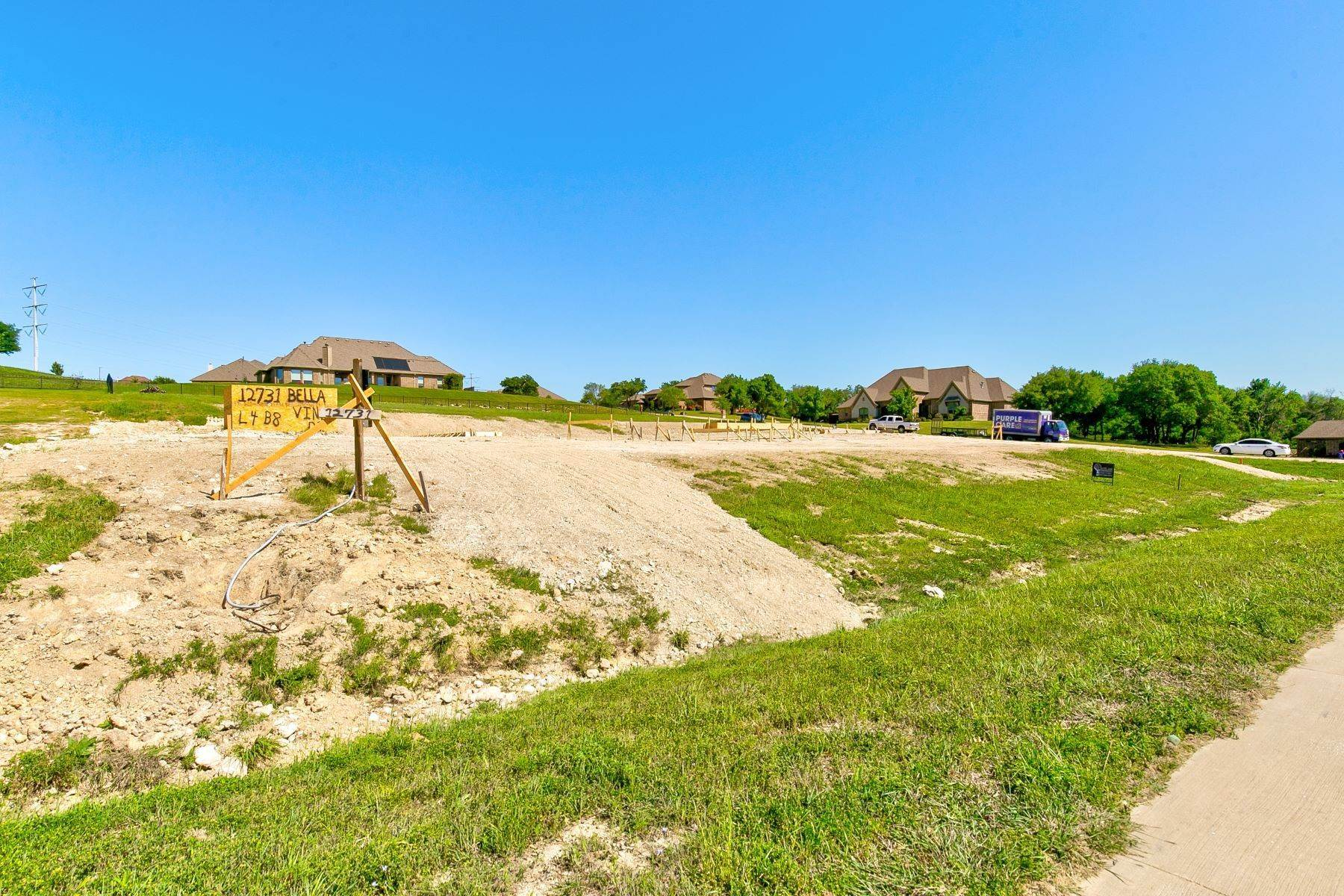 12. Single Family Homes for Sale at Gated Bella Flora New Construction 12731 Bella Vino Drive Fort Worth, Texas 76126 United States