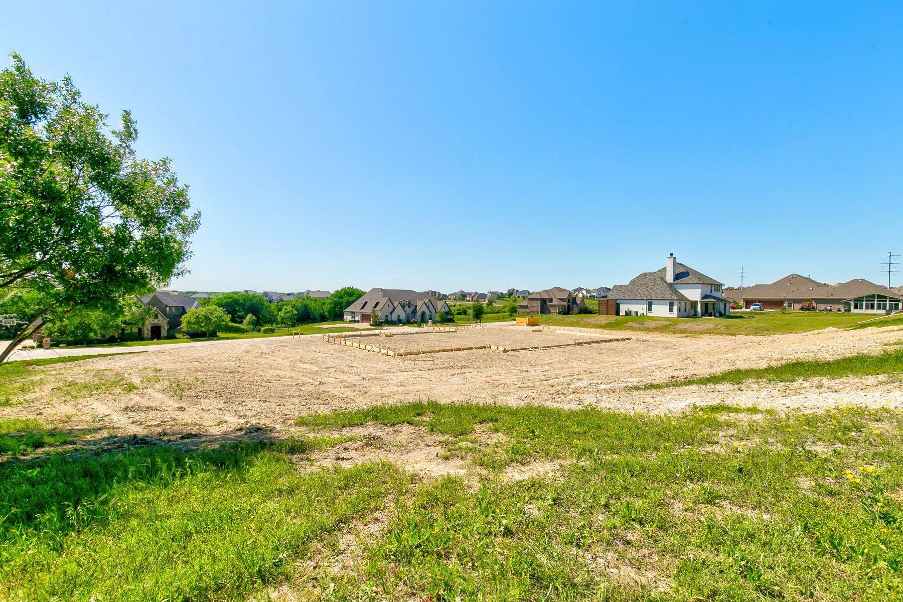 9. Single Family Homes for Sale at Gated Bella Flora New Construction 12731 Bella Vino Drive Fort Worth, Texas 76126 United States