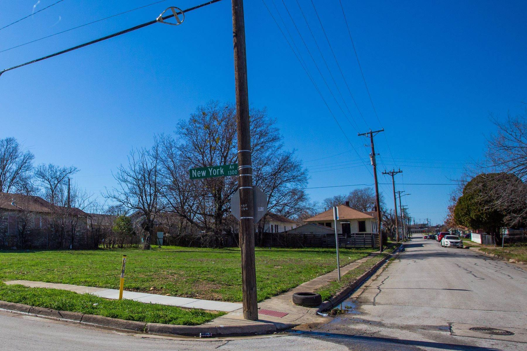 18. Land for Sale at Build your dream home on this over-sized lot 1300 New York Avenue Fort Worth, Texas 76104 United States