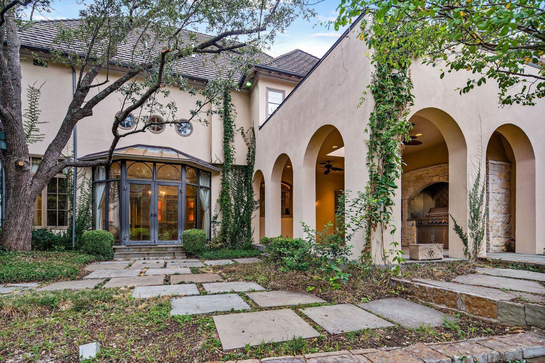 34. Single Family Homes for Sale at Extraordinary Preston Hollow Estate 5115 Ursula Lane Dallas, Texas 75229 United States