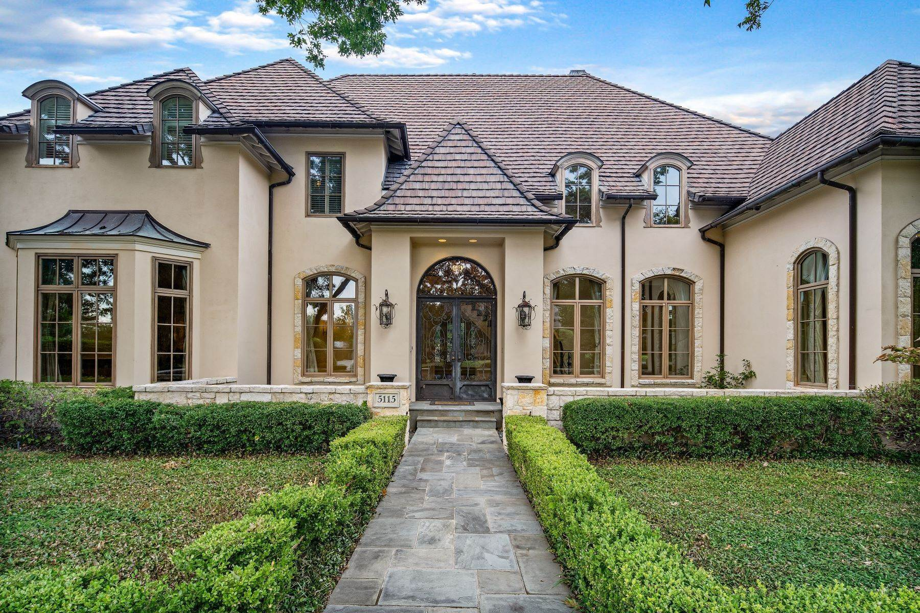 3. Single Family Homes for Sale at Extraordinary Preston Hollow Estate 5115 Ursula Lane Dallas, Texas 75229 United States