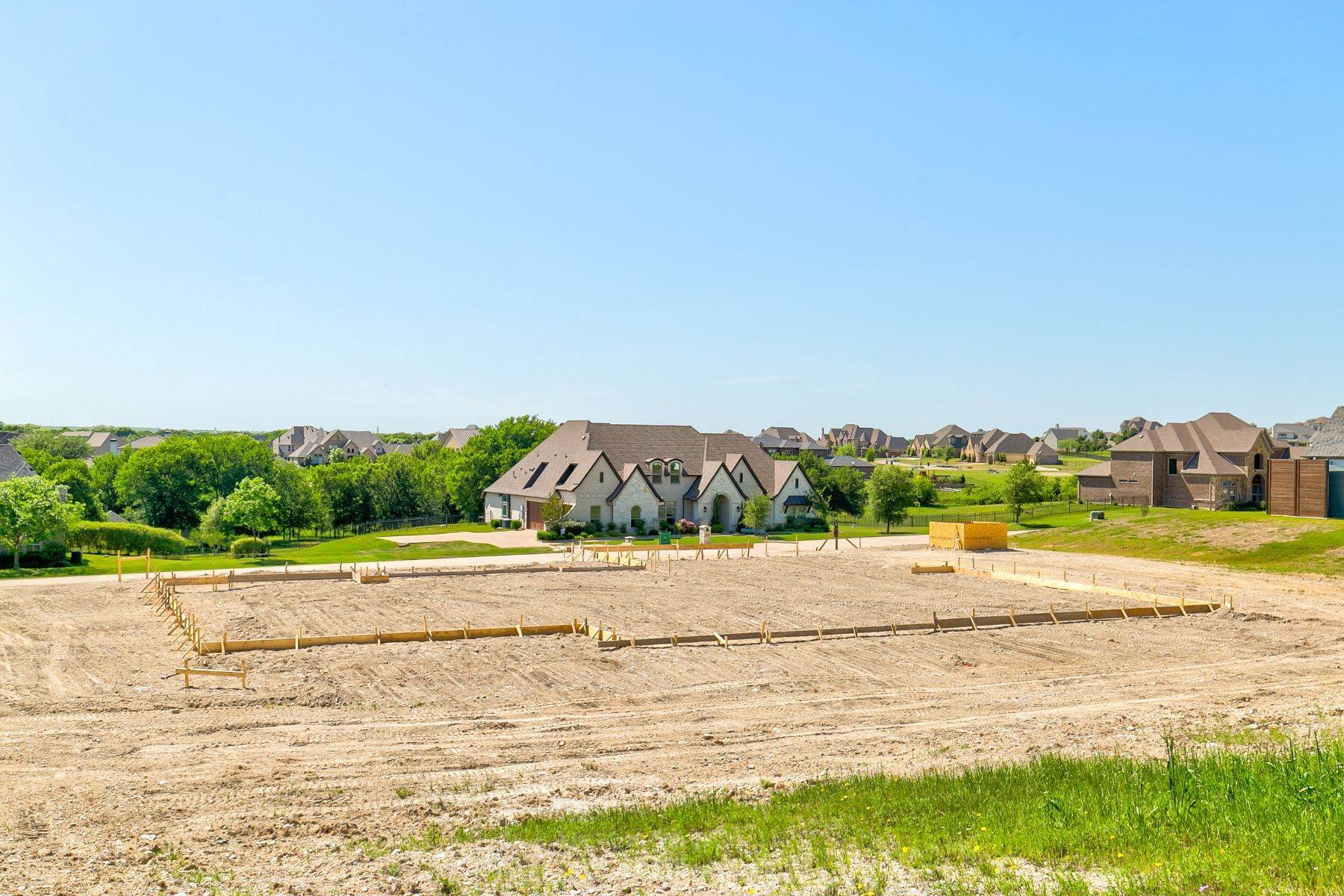 13. Single Family Homes for Sale at Gated Bella Flora New Construction 12731 Bella Vino Drive Fort Worth, Texas 76126 United States