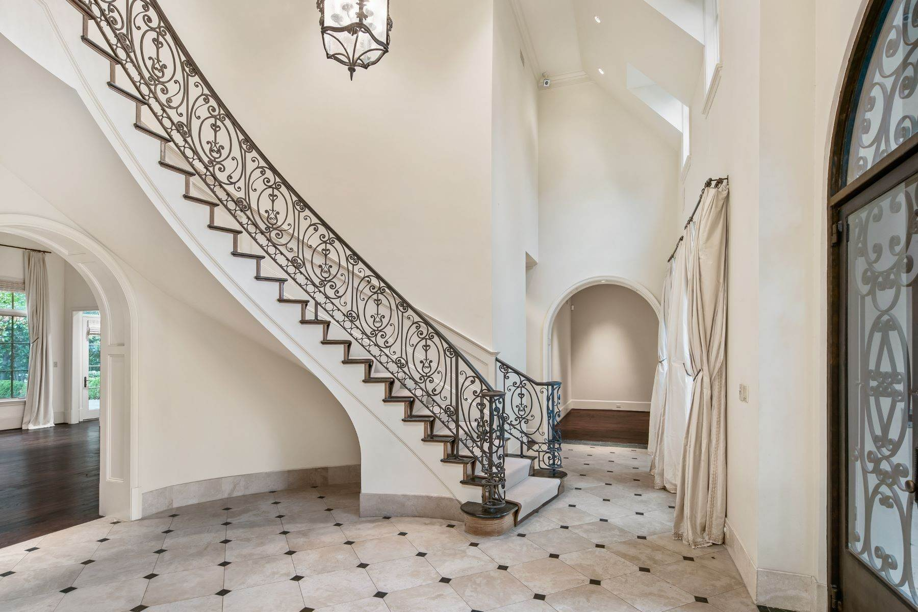 4. Single Family Homes for Sale at Extraordinary Preston Hollow Estate 5115 Ursula Lane Dallas, Texas 75229 United States