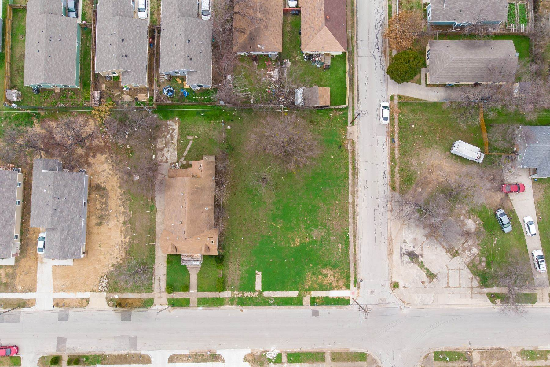 12. Land for Sale at Build your dream home on this over-sized lot 1300 New York Avenue Fort Worth, Texas 76104 United States
