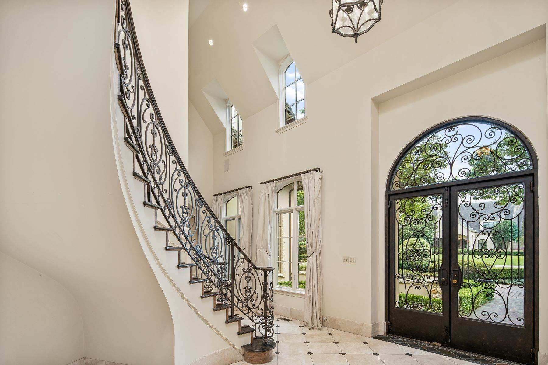 5. Single Family Homes for Sale at Extraordinary Preston Hollow Estate 5115 Ursula Lane Dallas, Texas 75229 United States