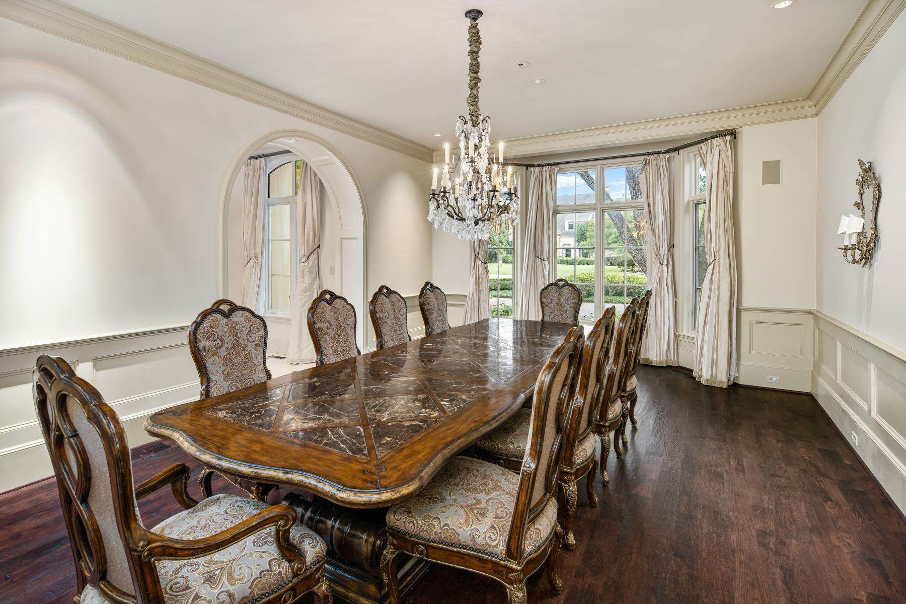 7. Single Family Homes for Sale at Extraordinary Preston Hollow Estate 5115 Ursula Lane Dallas, Texas 75229 United States