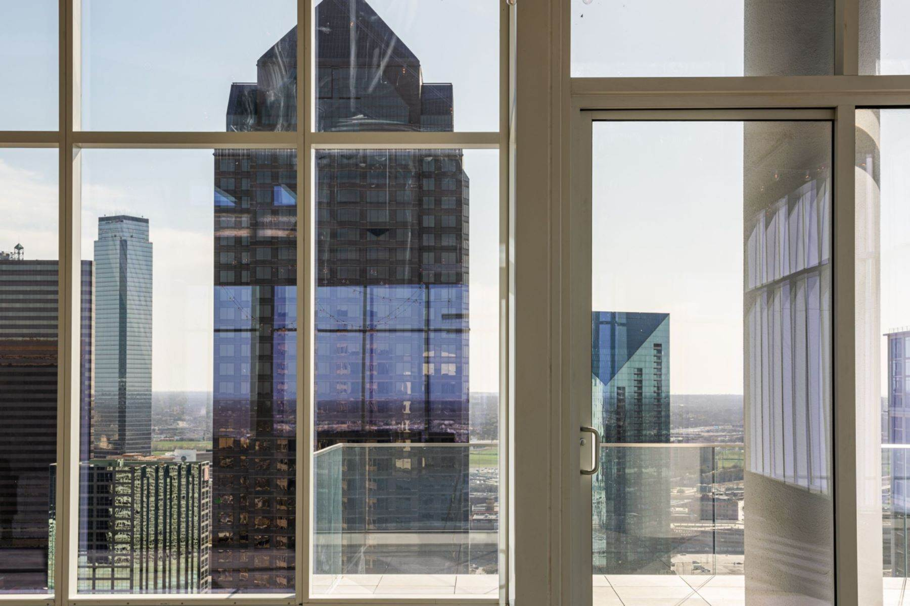 4. Condominiums for Sale at HALL Arts Residences 1747 Leonard Street, #2701 Dallas, Texas 75201 United States