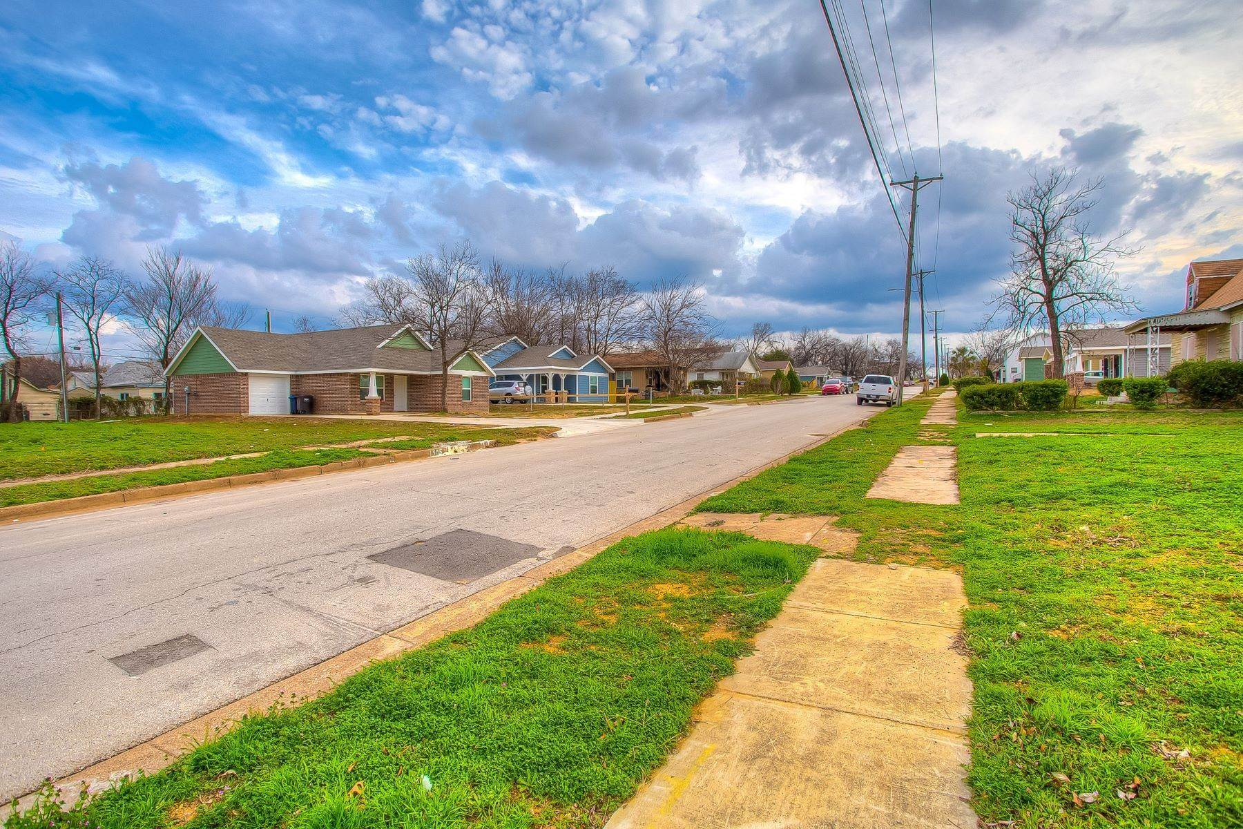 17. Land for Sale at Build your dream home on this over-sized lot 1300 New York Avenue Fort Worth, Texas 76104 United States
