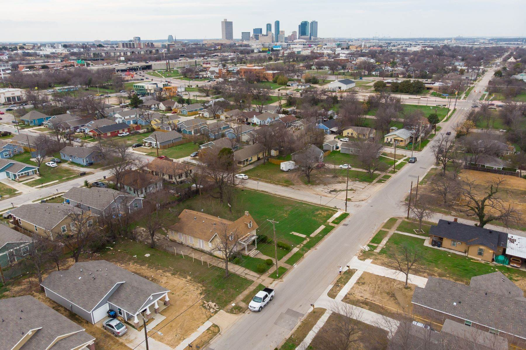 4. Land for Sale at Build your dream home on this over-sized lot 1300 New York Avenue Fort Worth, Texas 76104 United States