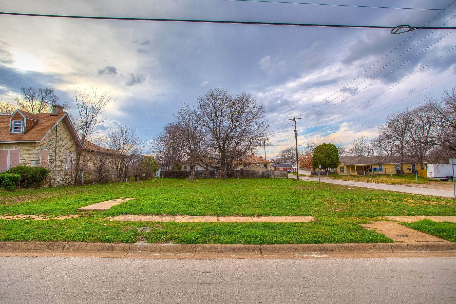 14. Land for Sale at Build your dream home on this over-sized lot 1300 New York Avenue Fort Worth, Texas 76104 United States