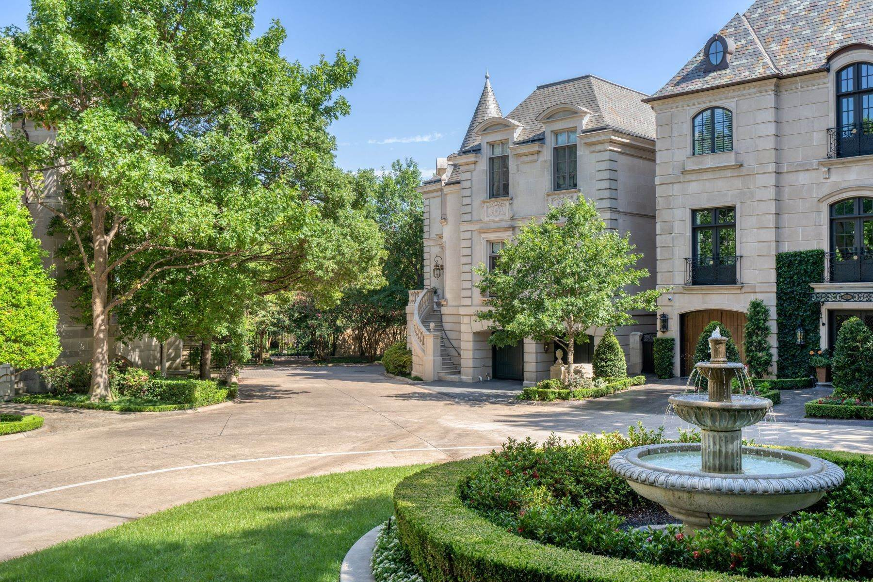 2. Single Family Homes at Place Des Vosges 3901 Turtle Creek Boulevard, #16 Dallas, Texas 75219 United States