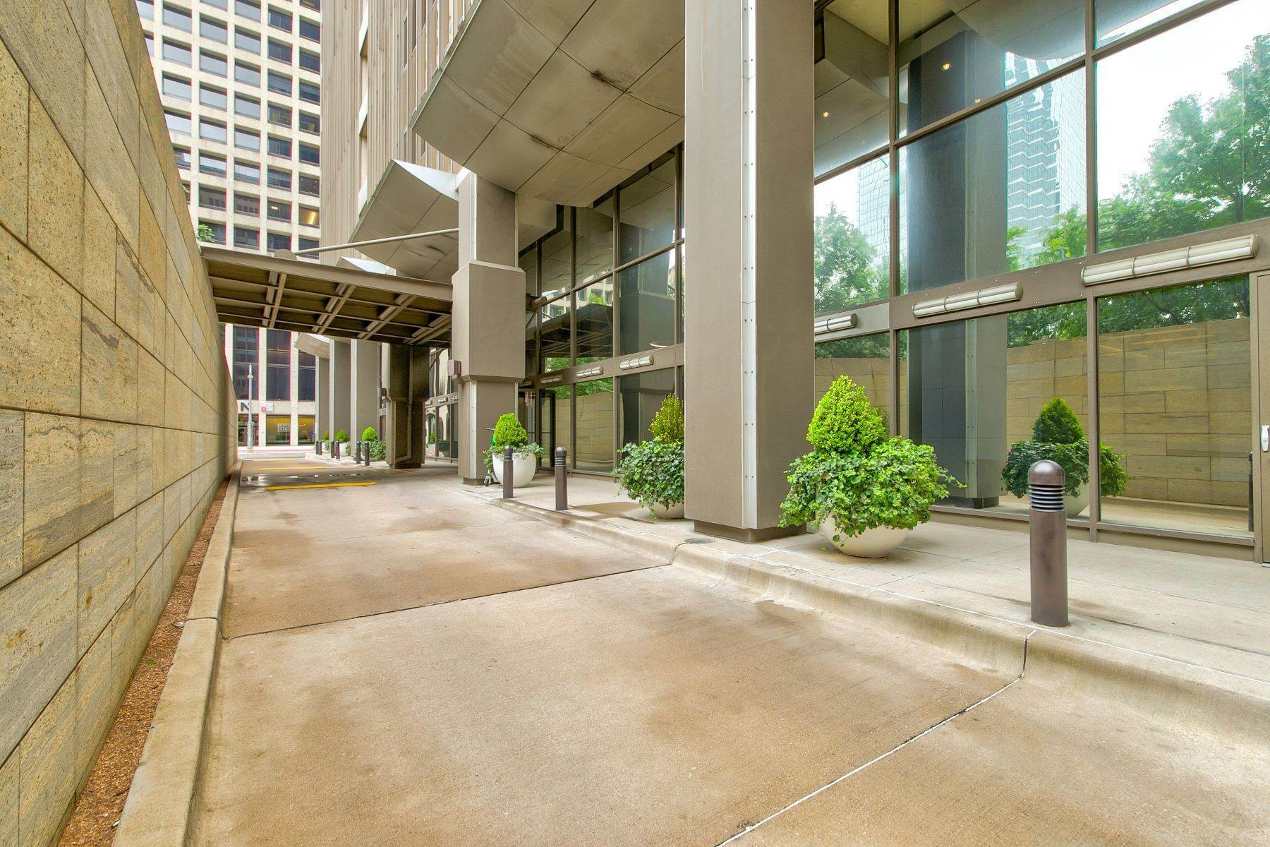 Property at Amazing Location 1200 Main Street, #1612 Dallas, Texas 75202 United States