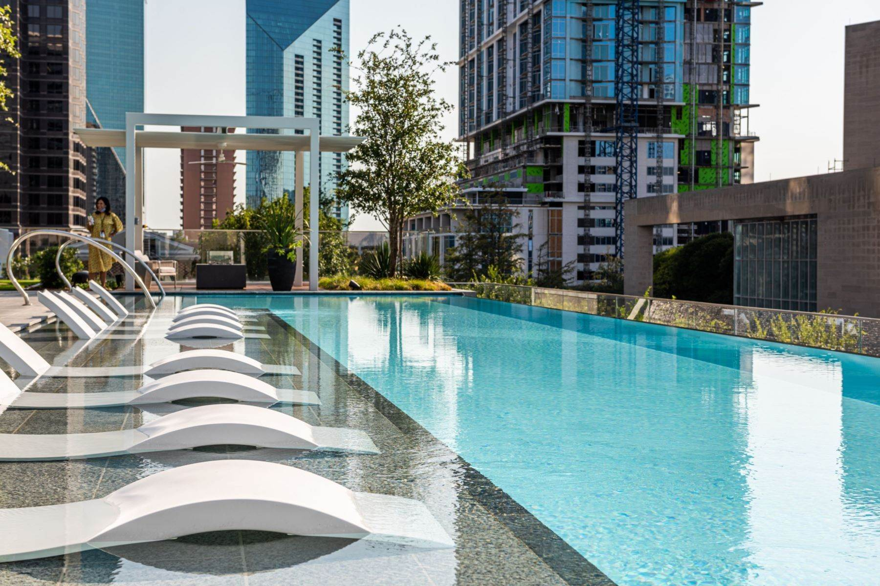 25. Condominiums for Sale at HALL Arts Residences 1747 Leonard Street, #2701 Dallas, Texas 75201 United States