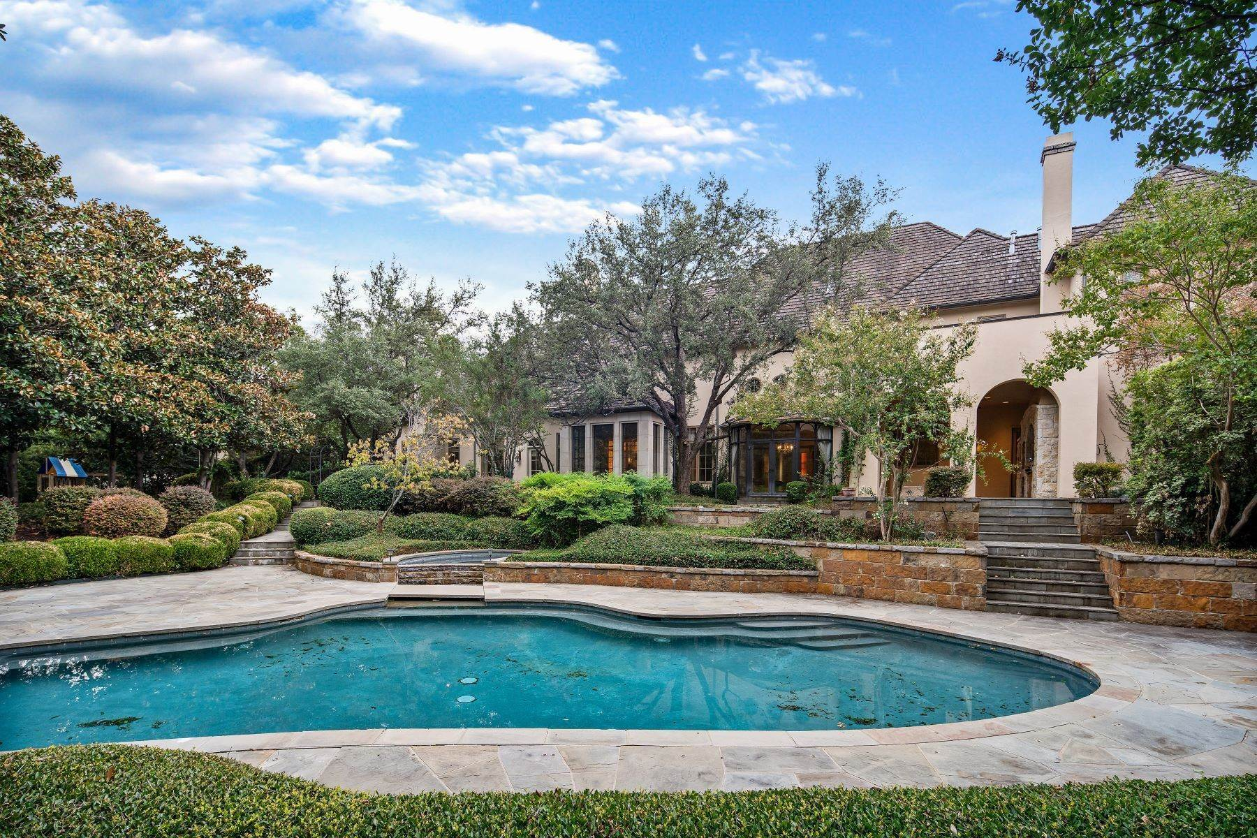 25. Single Family Homes for Sale at Extraordinary Preston Hollow Estate 5115 Ursula Lane Dallas, Texas 75229 United States