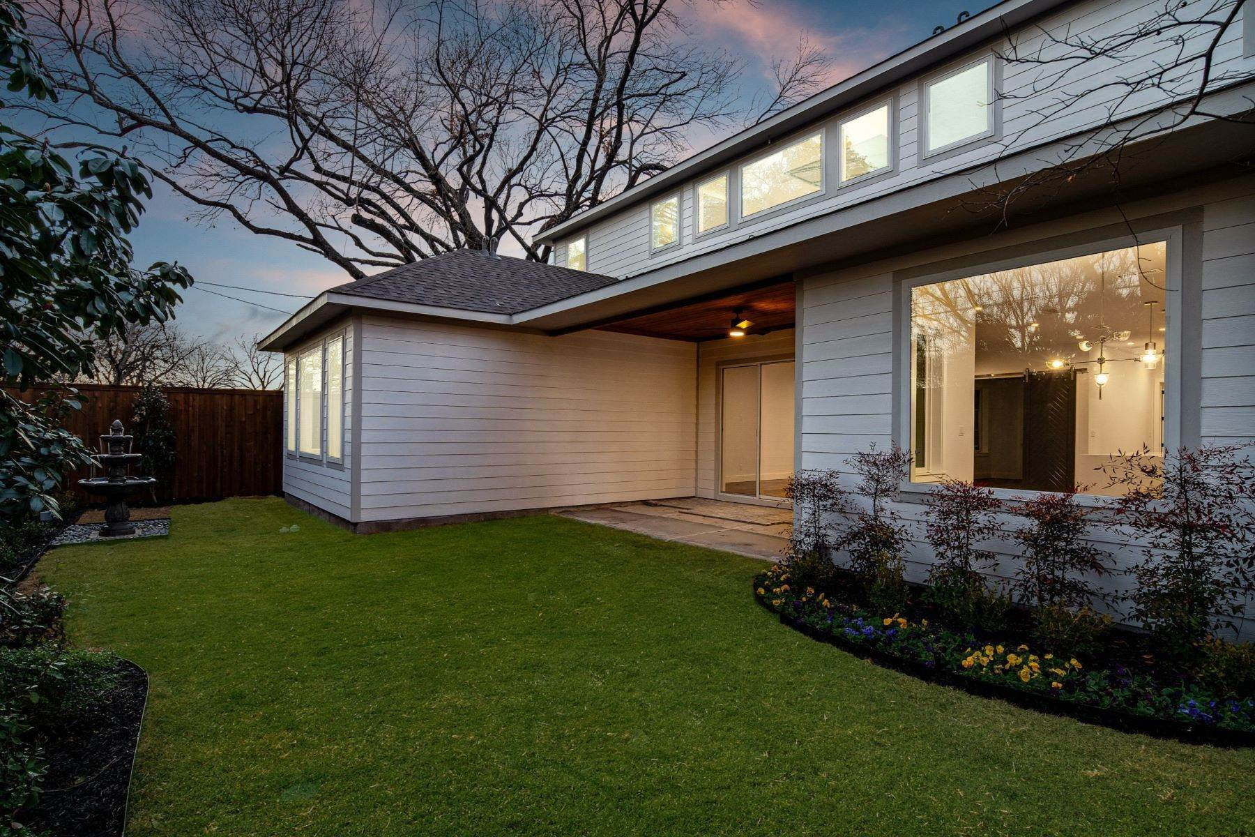 18. Single Family Homes for Sale at Midway Hollow Modern Transitional 3752 Park Lane Dallas, Texas 75220 United States