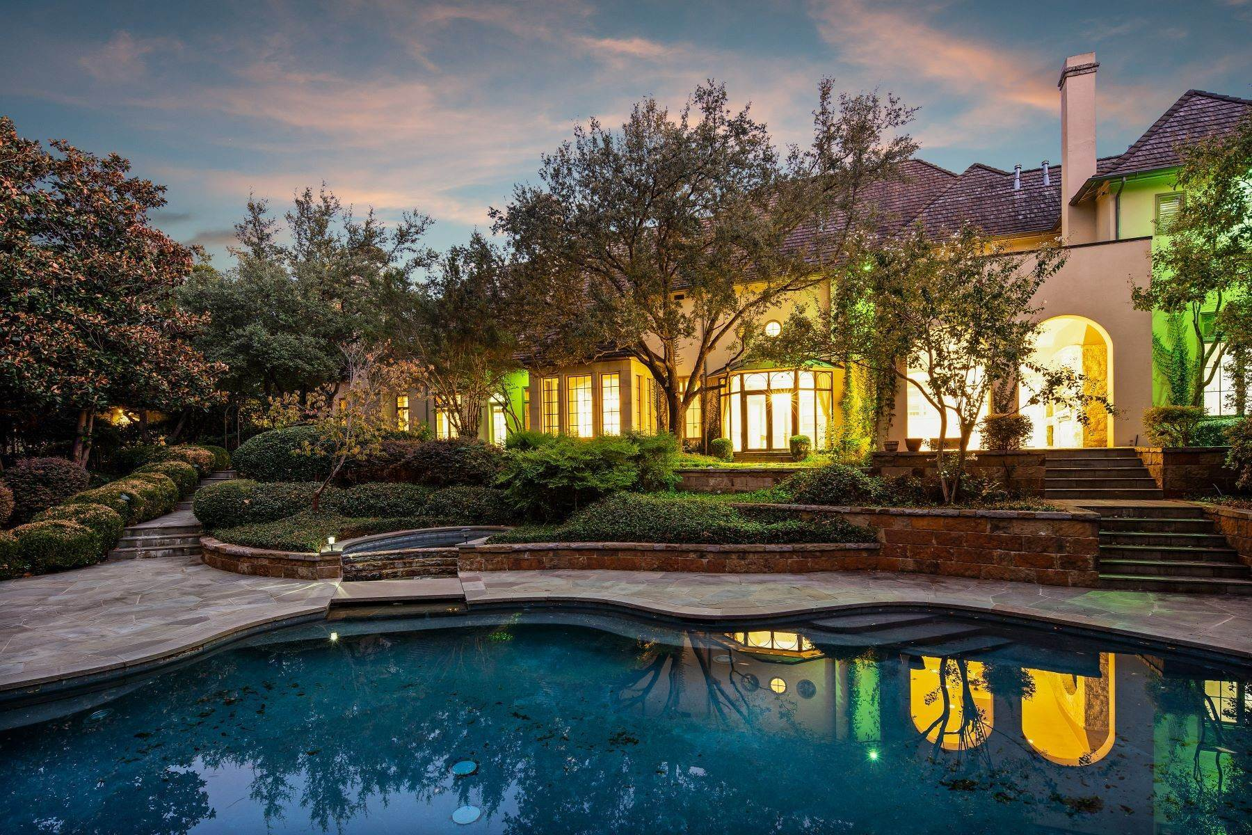 28. Single Family Homes for Sale at Extraordinary Preston Hollow Estate 5115 Ursula Lane Dallas, Texas 75229 United States