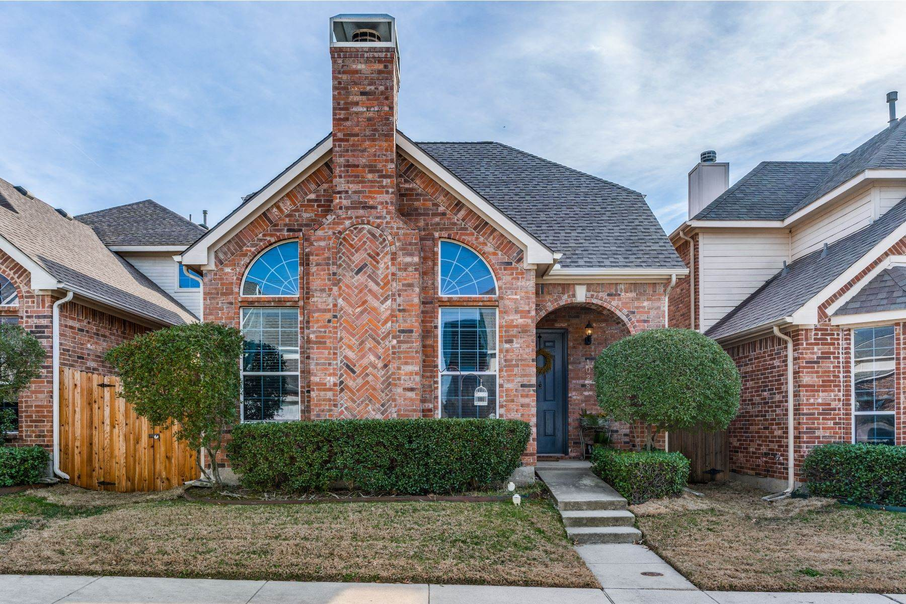 Single Family Homes for Sale at A Gem in Bluffview of Carrollton 1028 Alyssa Lane Carrollton, Texas 75006 United States