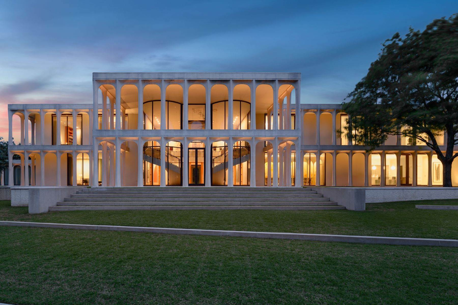 Property at Philip Johnson Masterpiece Available for Lease 10210 Strait Lane Dallas, Texas 75229 United States