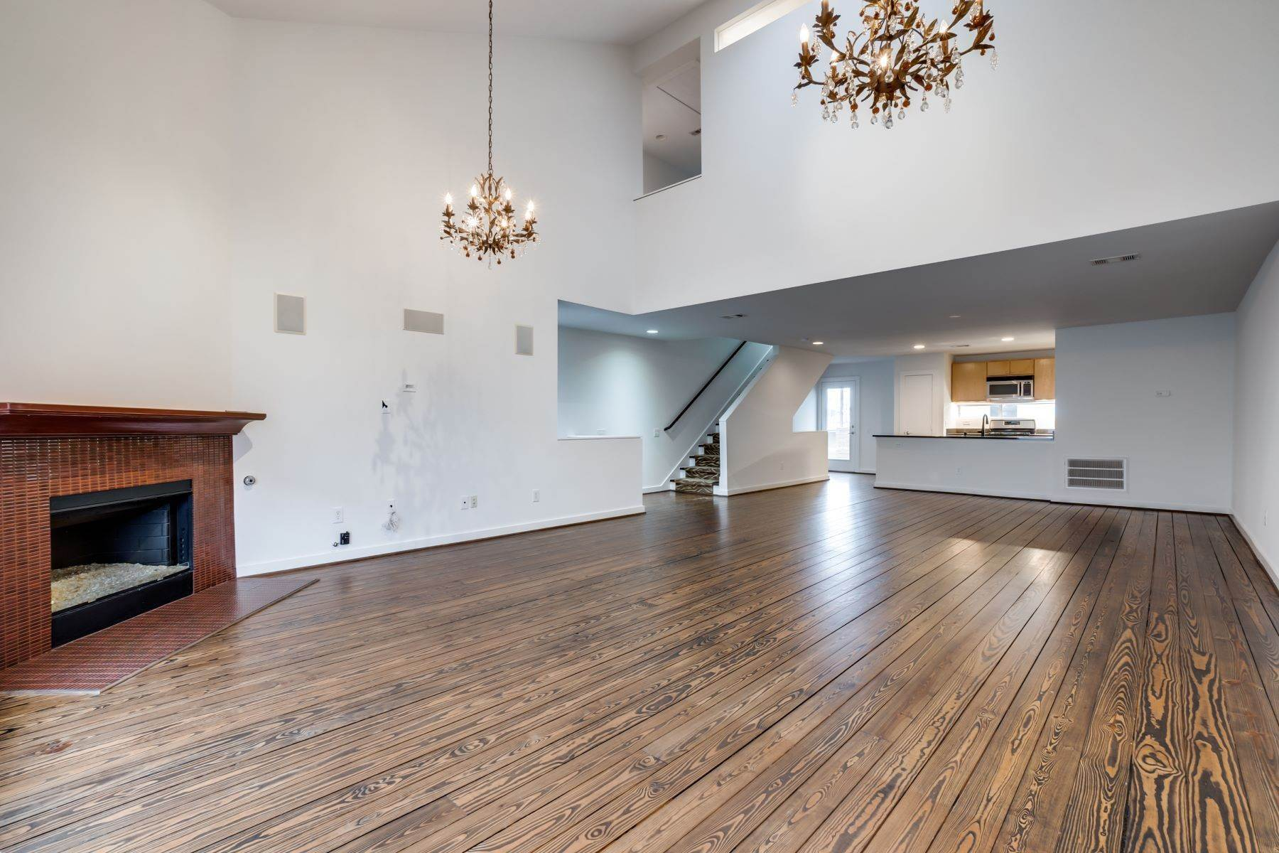 2. townhouses for Sale at Trendy Townhome 1513 Caddo Street Dallas, Texas 75204 United States