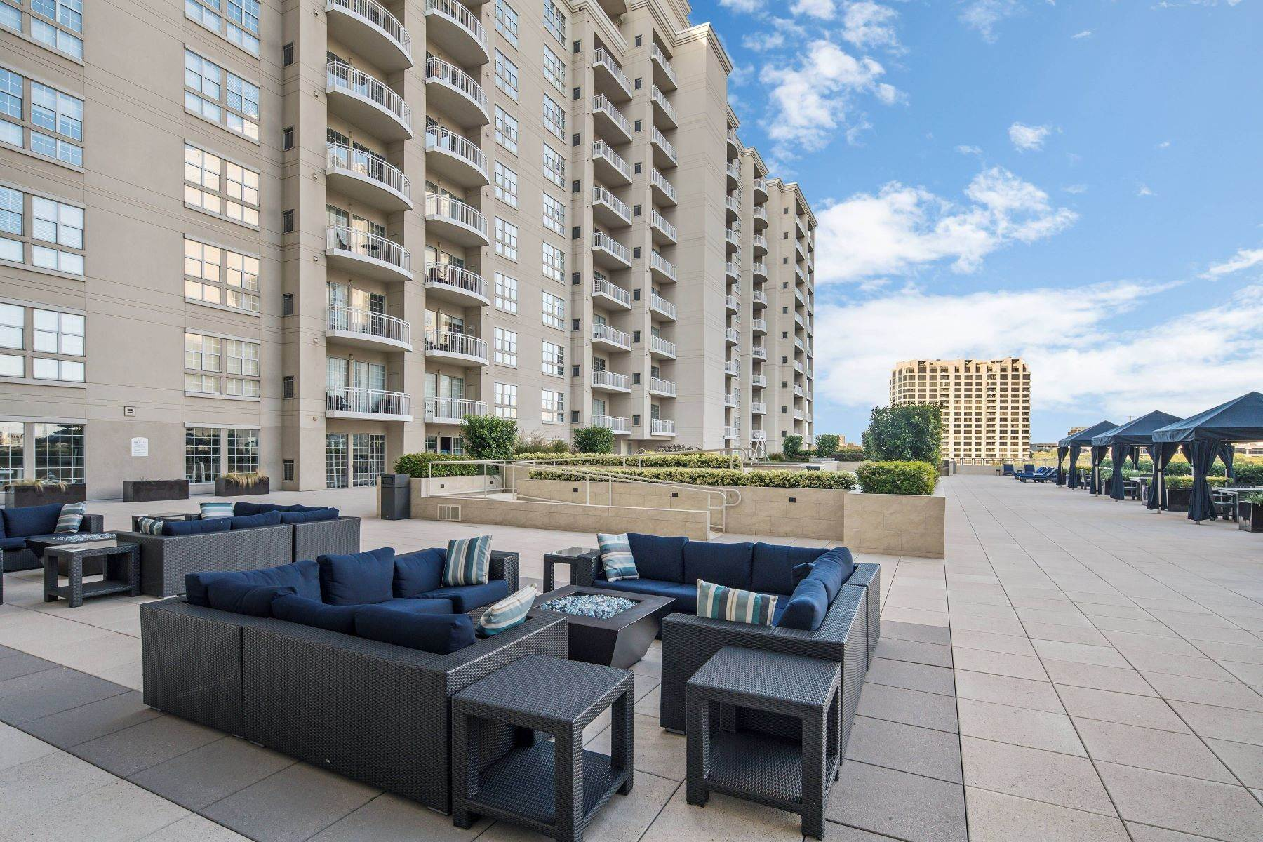 19. Condominiums for Sale at 3225 Turtle Creek Boulevard, Dallas, TX, 75219 3225 Turtle Creek Boulevard, Unit# 207 Dallas, Texas 75219 United States