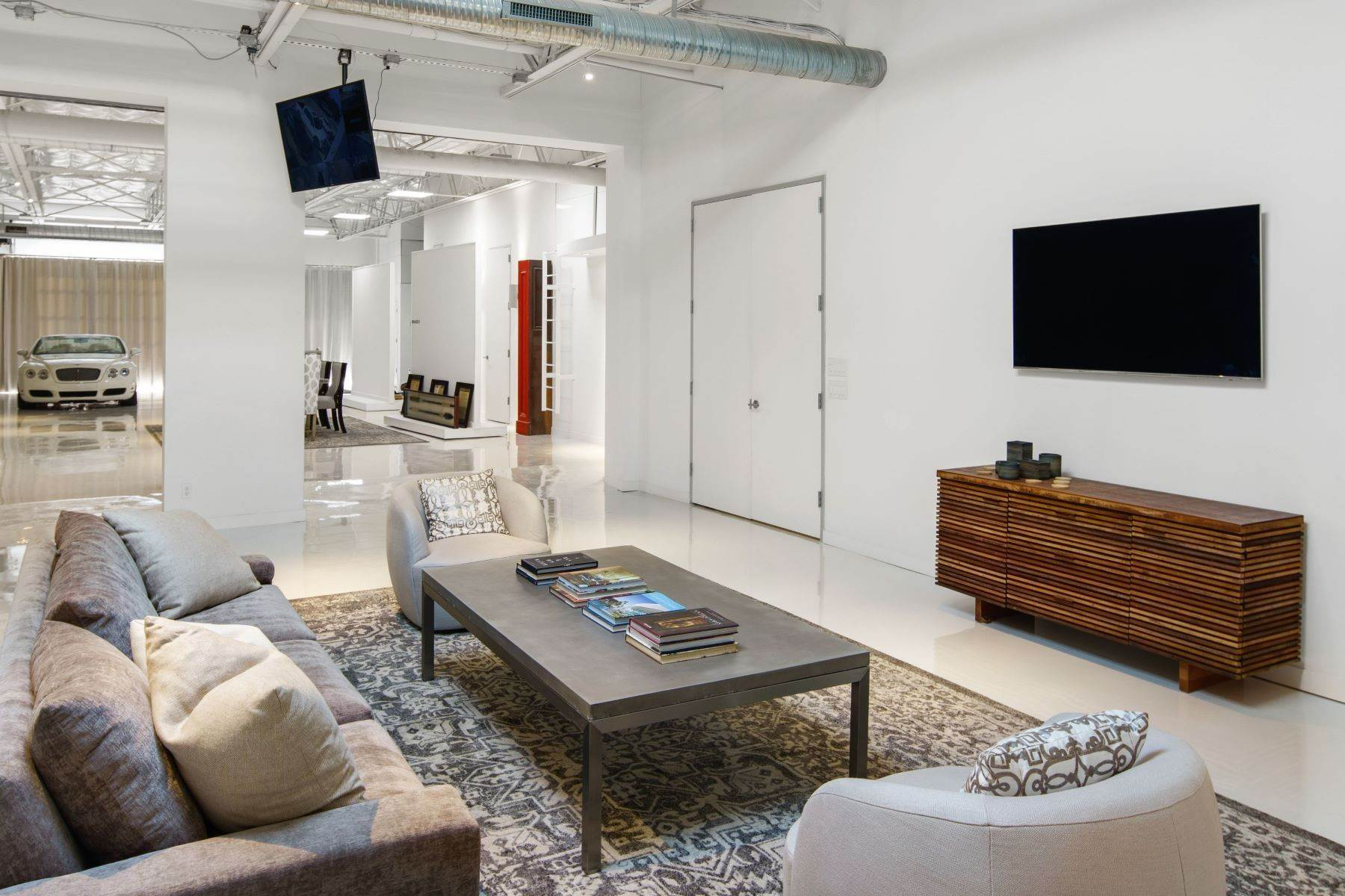 17. Condominiums for Sale at Extraordinary Dallas Design District Live+Work+Play Multi Use Home 2231-2233 Valdina Street, #102 Dallas, Texas 75207 United States