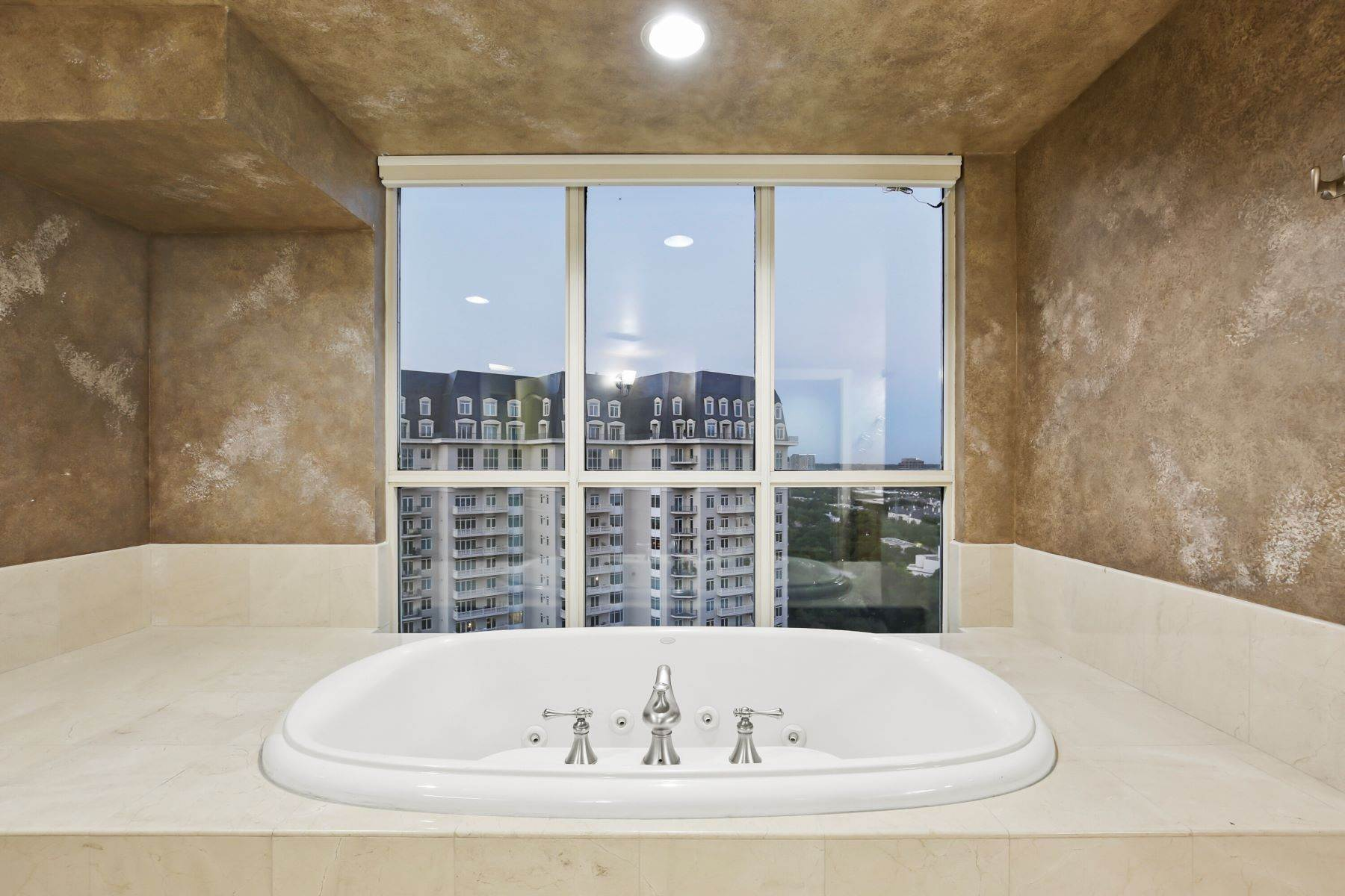 33. Condominiums for Sale at 3401 Lee Parkway, Dallas, TX, 75219 3401 Lee Parkway, Unit# 2005 Dallas, Texas 75219 United States