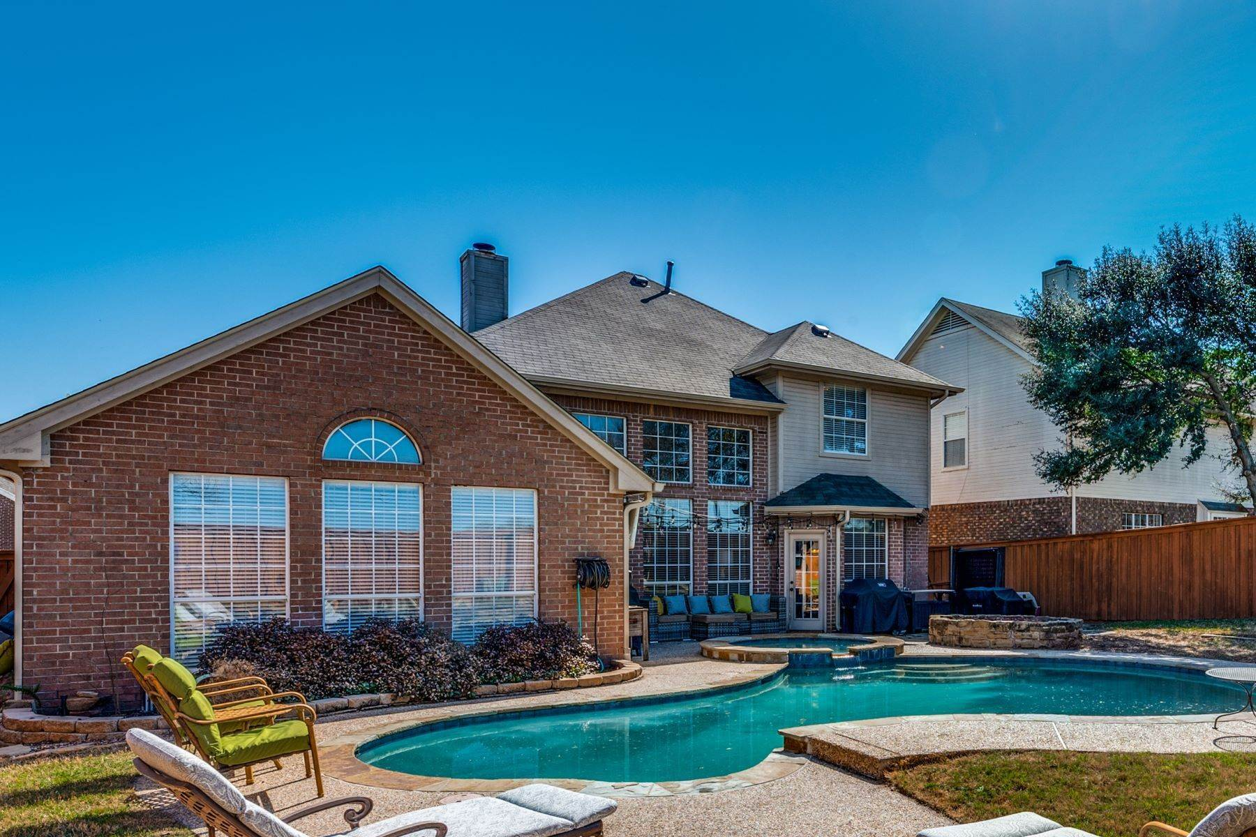 Single Family Homes for Sale at Outdoor Oasis in Arlington! 2207 New Mill Lane Arlington, Texas 76012 United States