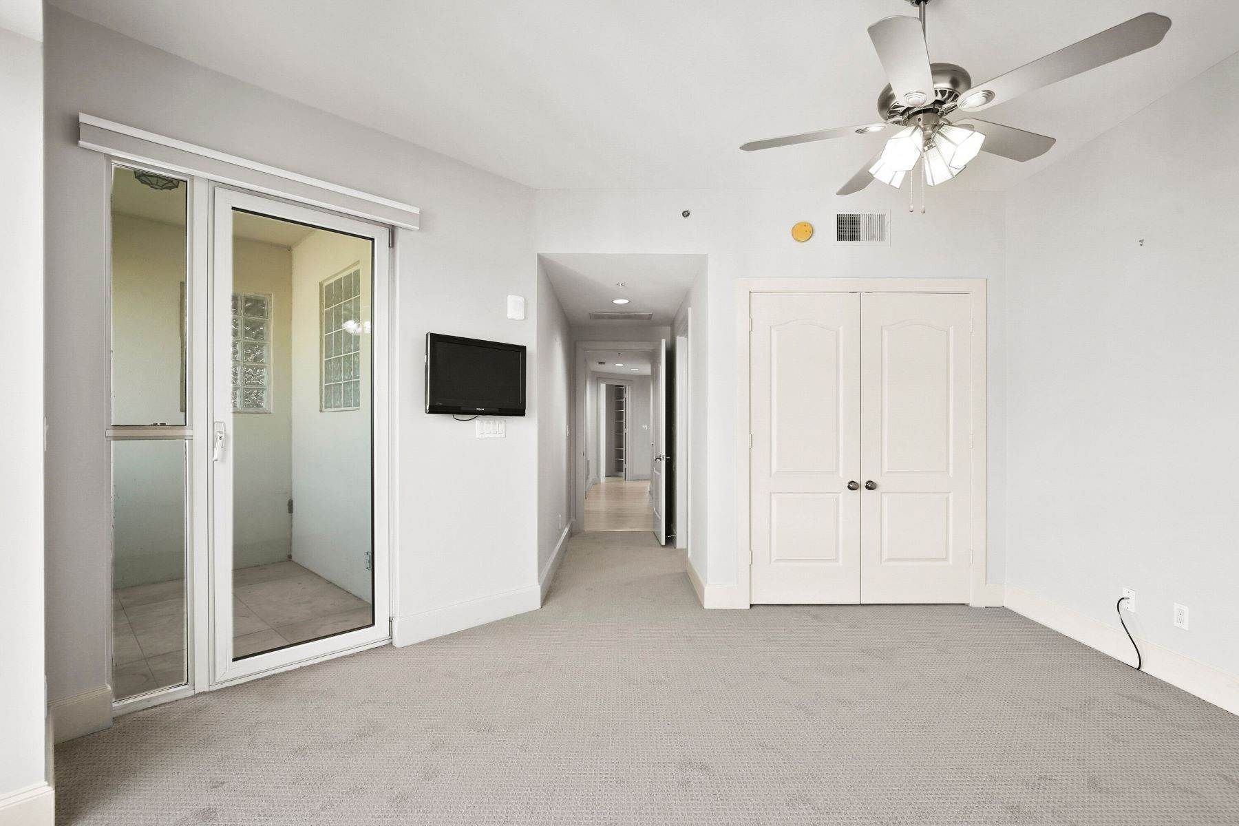 23. Condominiums for Sale at 3401 Lee Parkway, Dallas, TX, 75219 3401 Lee Parkway, Unit# 2005 Dallas, Texas 75219 United States