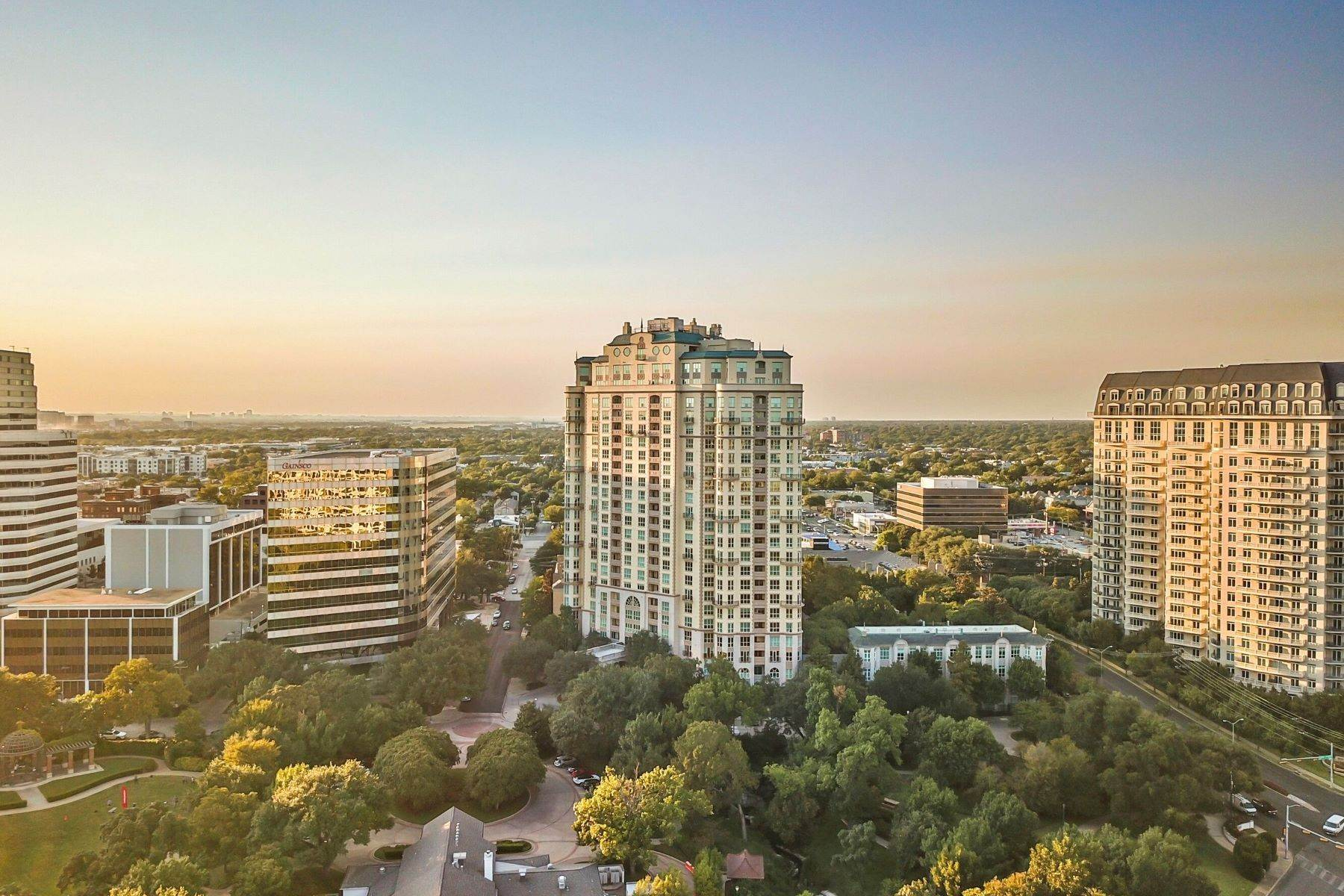 40. Condominiums for Sale at 3401 Lee Parkway, Dallas, TX, 75219 3401 Lee Parkway, Unit# 2005 Dallas, Texas 75219 United States