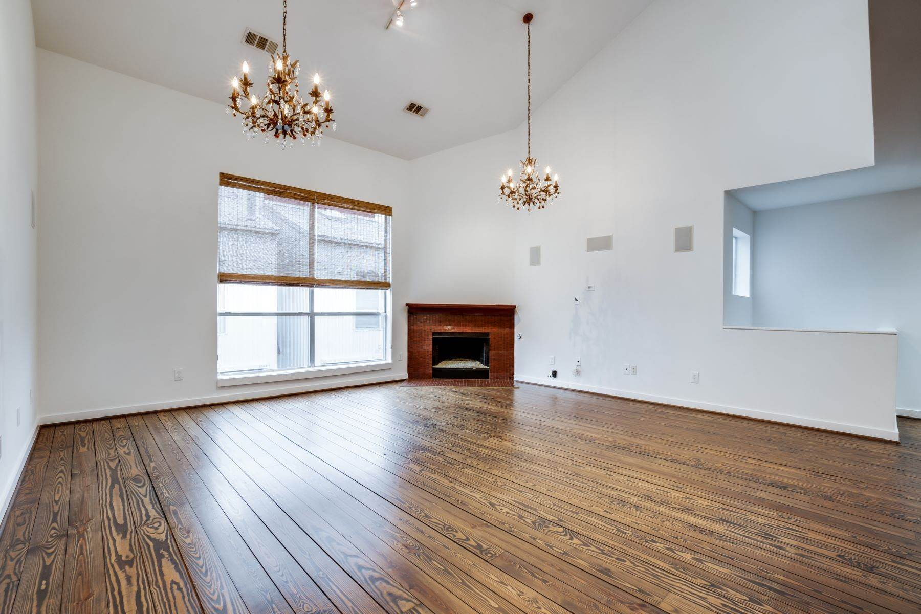 4. townhouses for Sale at Trendy Townhome 1513 Caddo Street Dallas, Texas 75204 United States