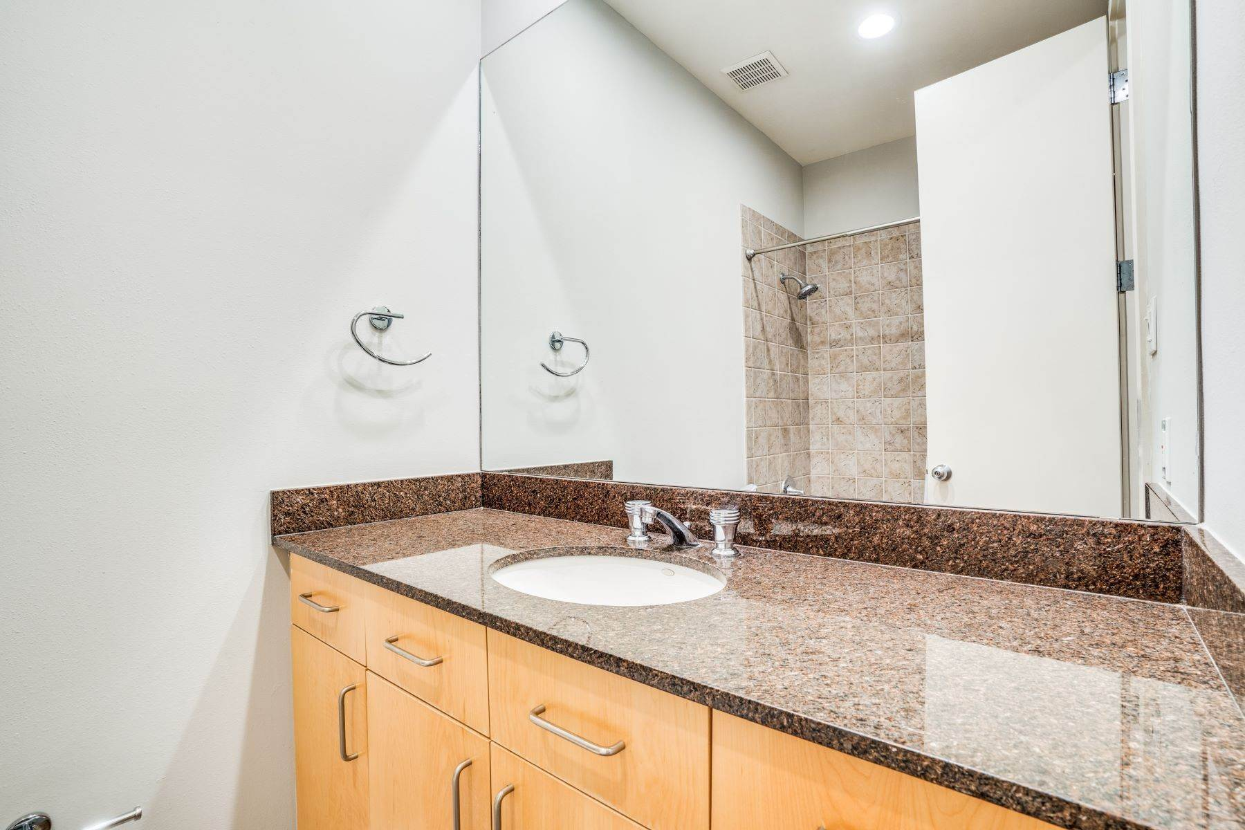 14. townhouses for Sale at Clean, Contemporary, Open Concept 3-Bedroom Townhouse 3925 Gilbert Avenue, #C Dallas, Texas 75219 United States