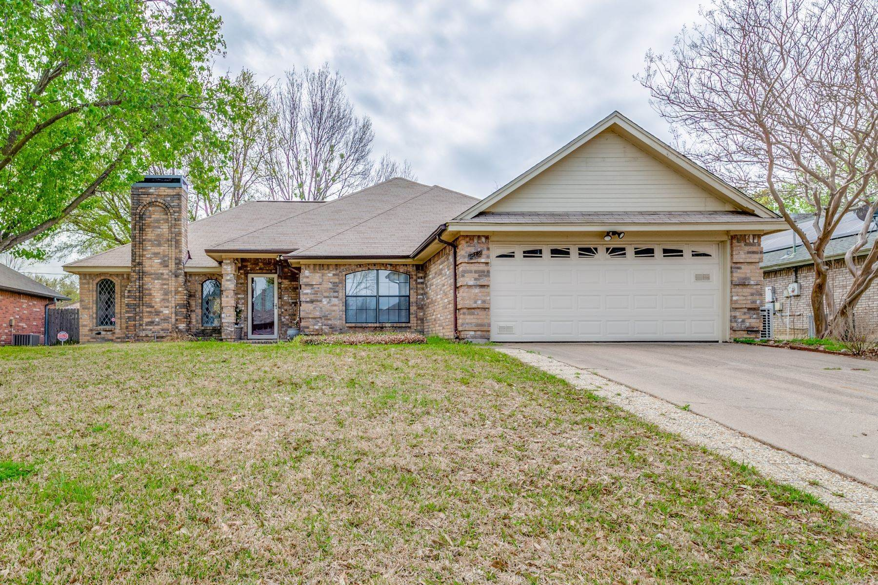 Single Family Homes for Sale at 212 Timber Creek Drive, Burleson, TX, 76028 212 Timber Creek Drive Burleson, Texas 76028 United States