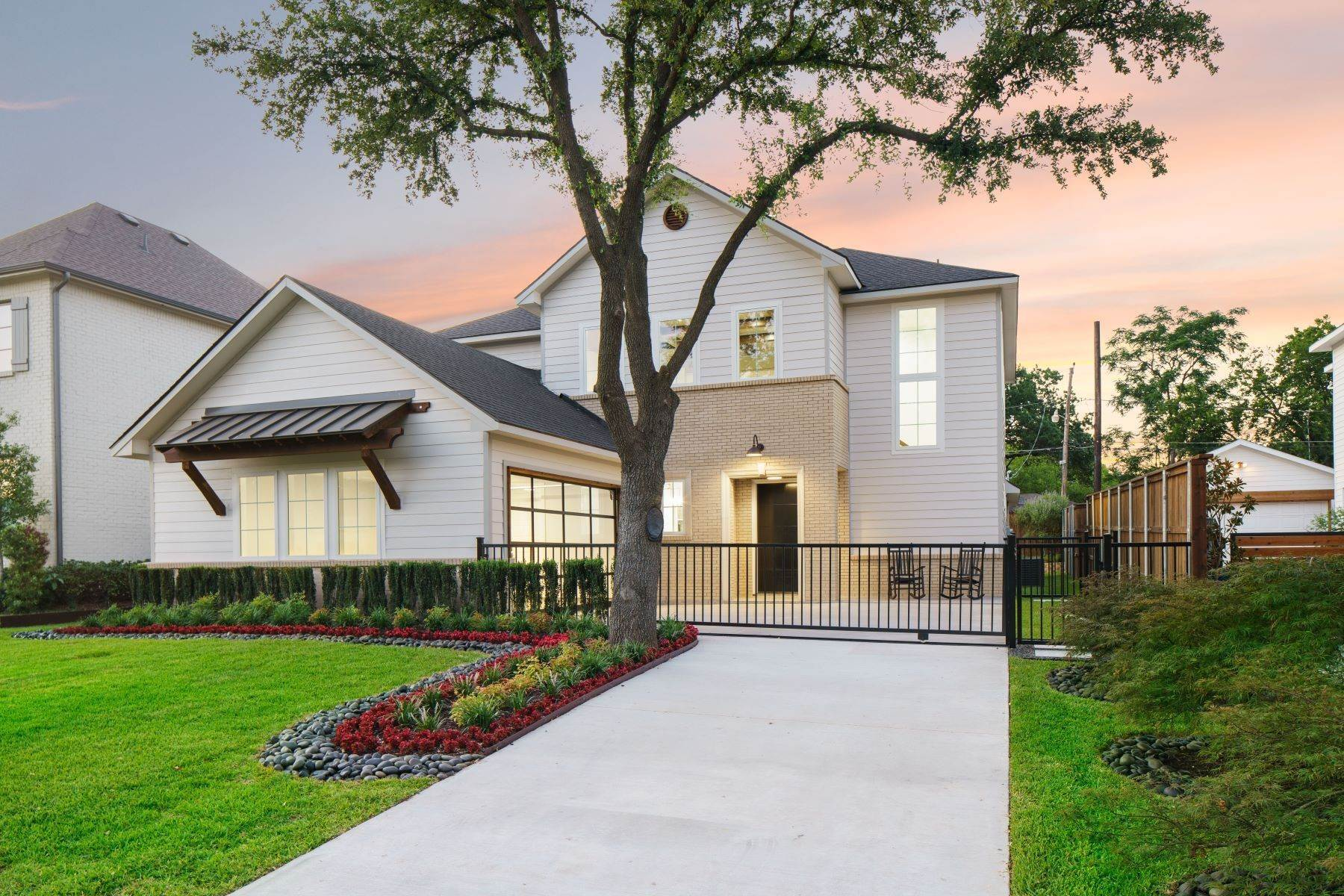 3. Single Family Homes for Sale at Midway Hollow Modern Transitional 3935 Lively Lane Dallas, Texas 75220 United States