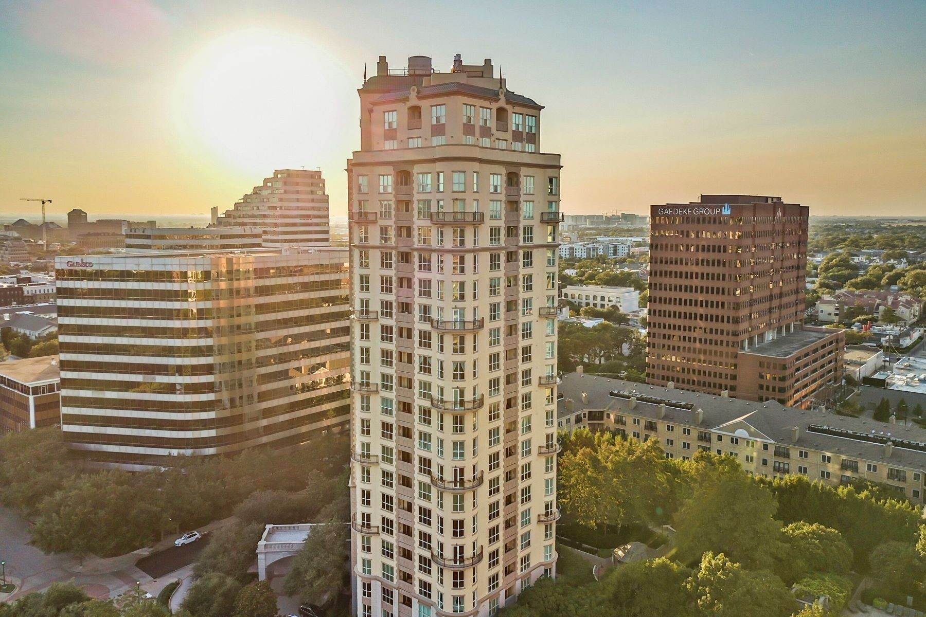 38. Condominiums for Sale at 3401 Lee Parkway, Dallas, TX, 75219 3401 Lee Parkway, Unit# 2005 Dallas, Texas 75219 United States