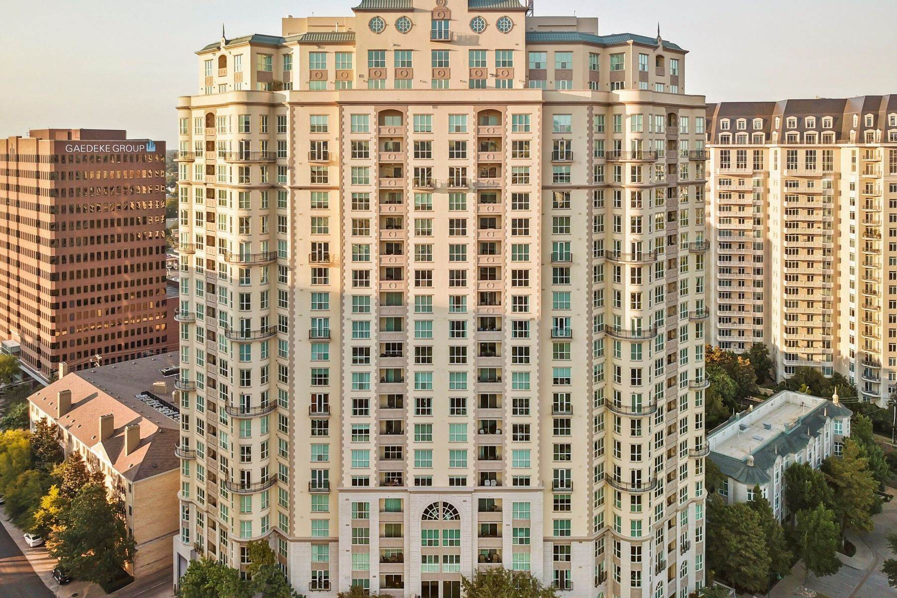 36. Condominiums for Sale at 3401 Lee Parkway, Dallas, TX, 75219 3401 Lee Parkway, Unit# 2005 Dallas, Texas 75219 United States