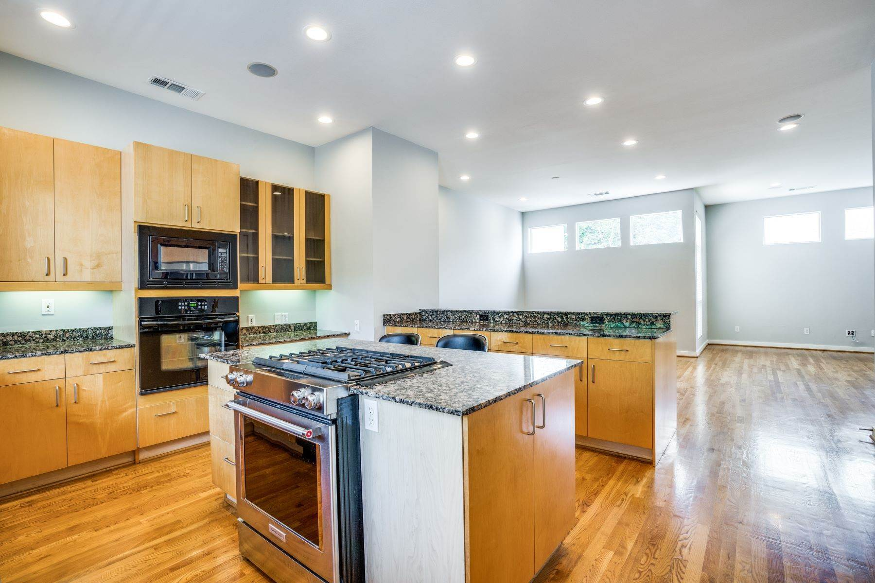 2. townhouses for Sale at Clean, Contemporary, Open Concept 3-Bedroom Townhouse 3925 Gilbert Avenue, #C Dallas, Texas 75219 United States