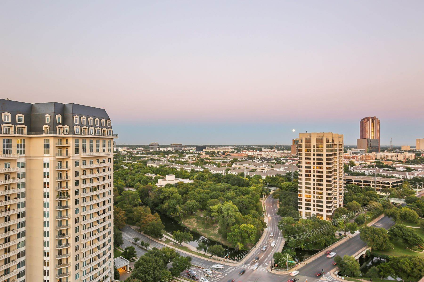 35. Condominiums for Sale at 3401 Lee Parkway, Dallas, TX, 75219 3401 Lee Parkway, Unit# 2005 Dallas, Texas 75219 United States