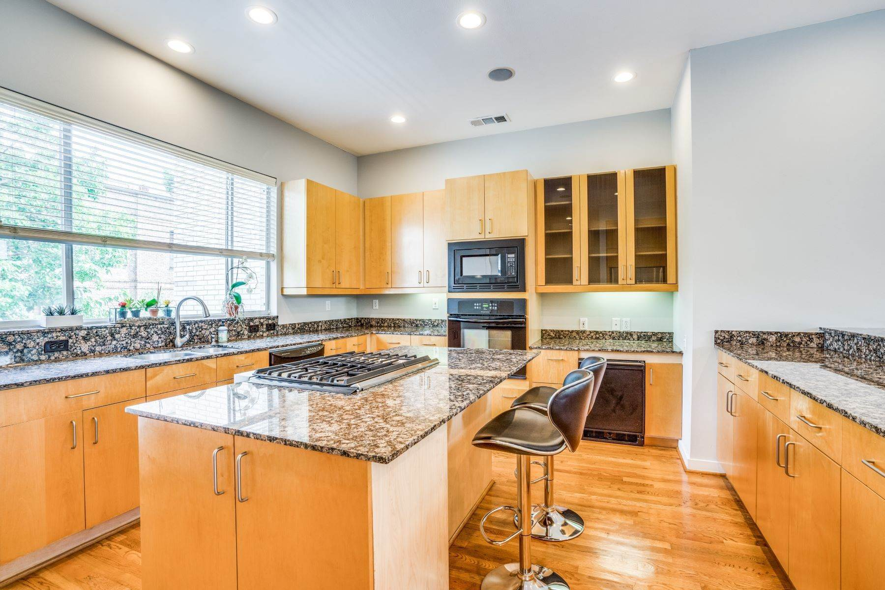 10. townhouses for Sale at Clean, Contemporary, Open Concept 3-Bedroom Townhouse 3925 Gilbert Avenue, #C Dallas, Texas 75219 United States