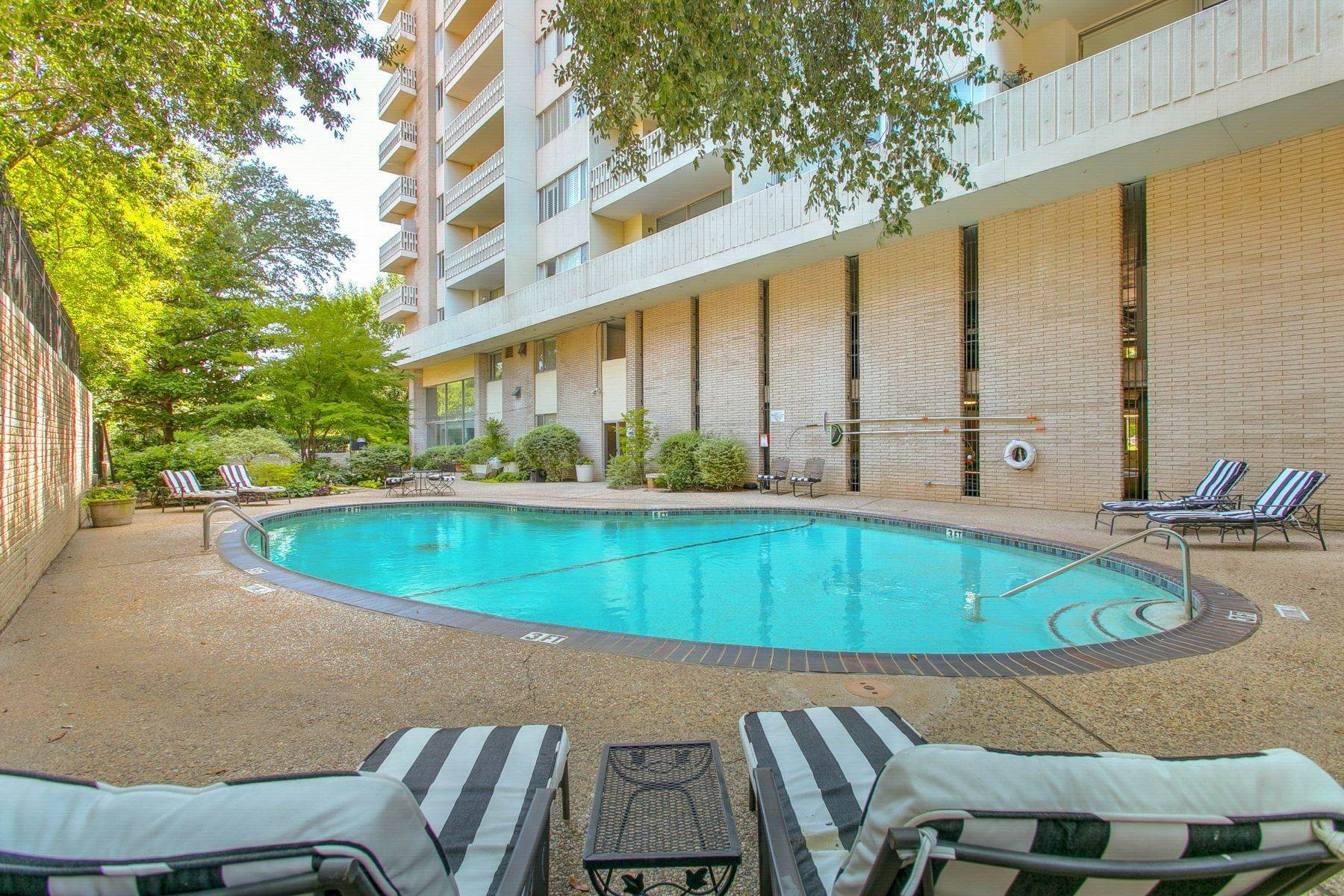 17. Condominiums for Sale at Magnificent Corner Unit Home 3701 Turtle Creek Boulevard, Unit# 8G Dallas, Texas 75219 United States