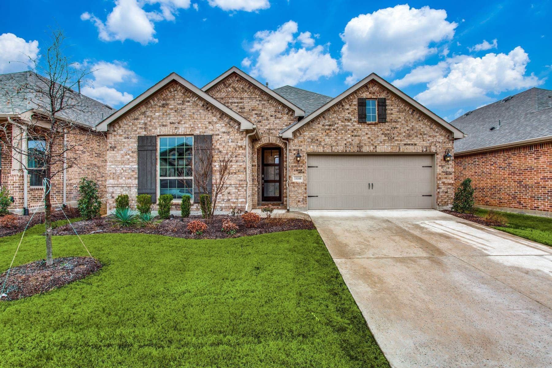 Single Family Homes for Sale at Lake Lewisville Gem! 10100 Bitterroot Drive Oak Point, Texas 75068 United States