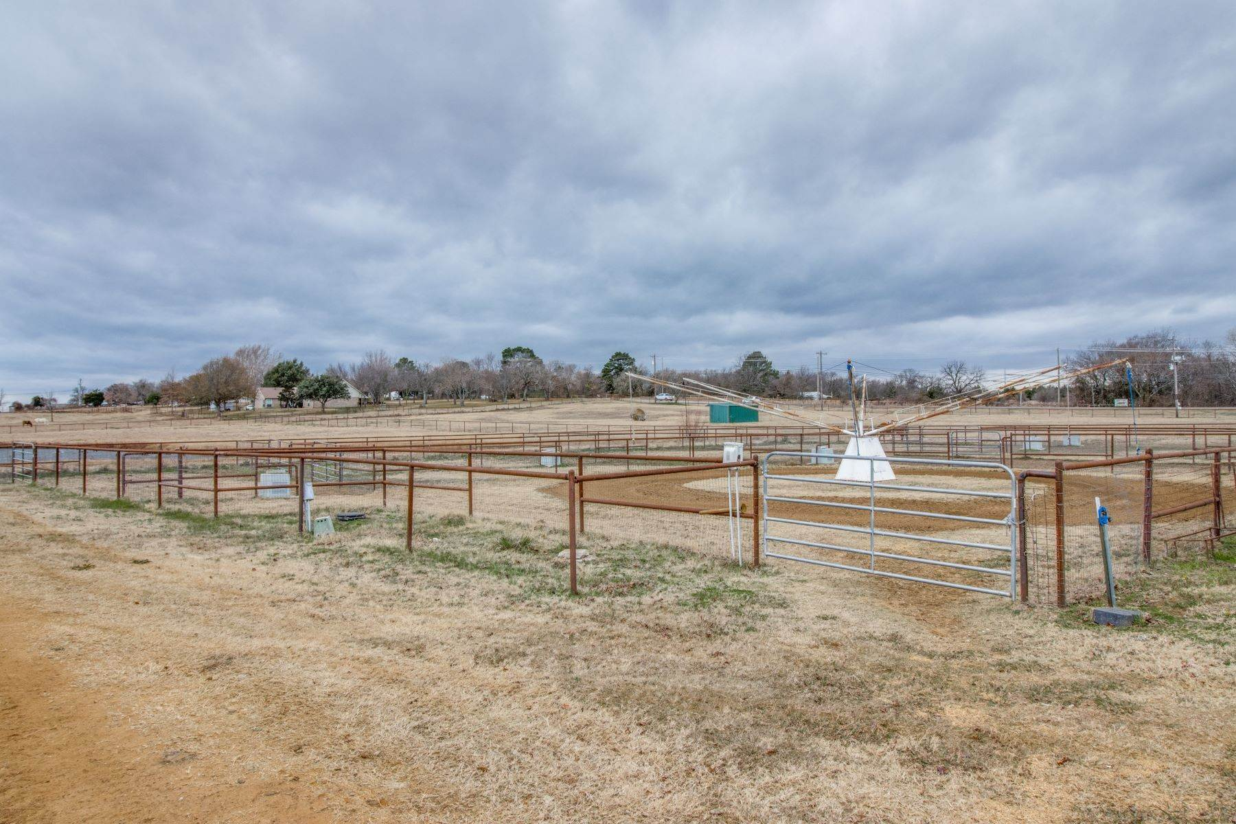 11. Farm and Ranch Properties for Sale at Horse Ranch! 5400 Fm 424 Cross Roads, Texas 76227 United States