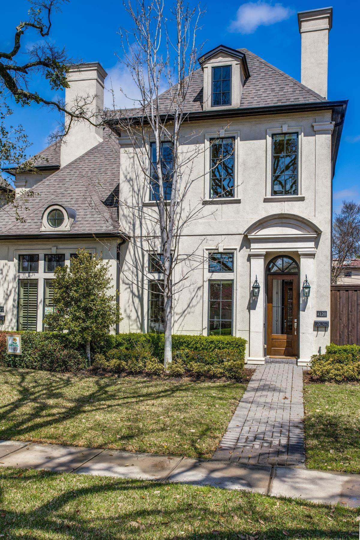 2. Single Family Homes for Sale at Single Family Attached in University Park 4120 University Boulevard University Park, Texas 75205 United States