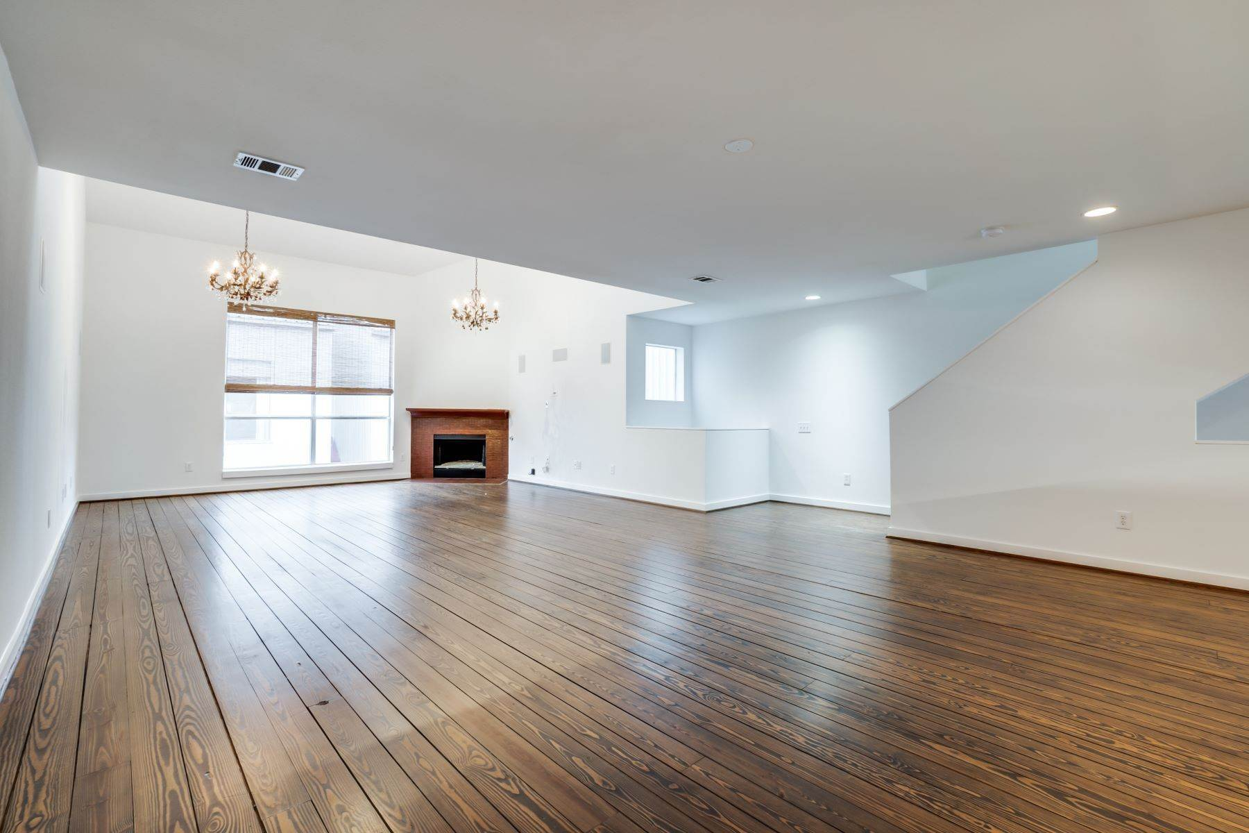 6. townhouses for Sale at Trendy Townhome 1513 Caddo Street Dallas, Texas 75204 United States