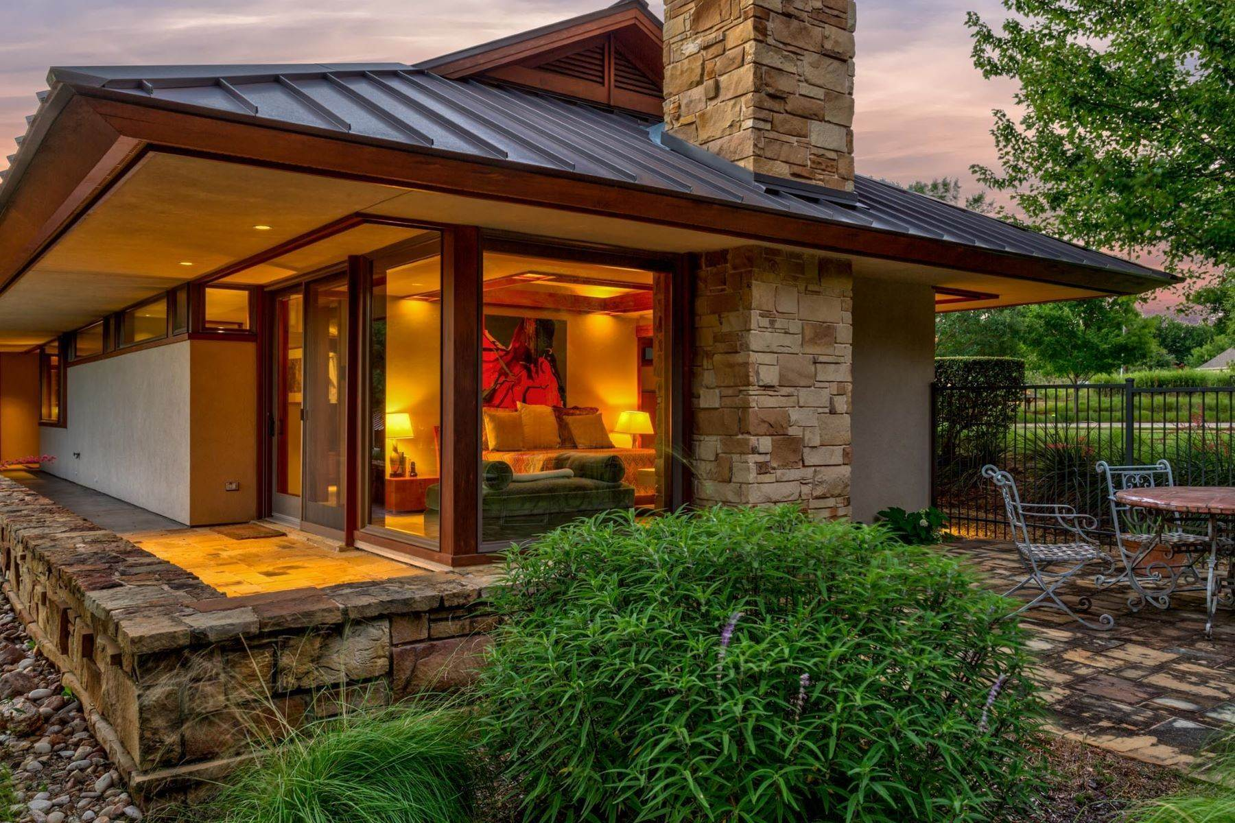 34. Single Family Homes for Sale at Sustainable Ranch Style Home with Mid-Century Flair 4808 Bill Simmons Road Colleyville, Texas 76034 United States