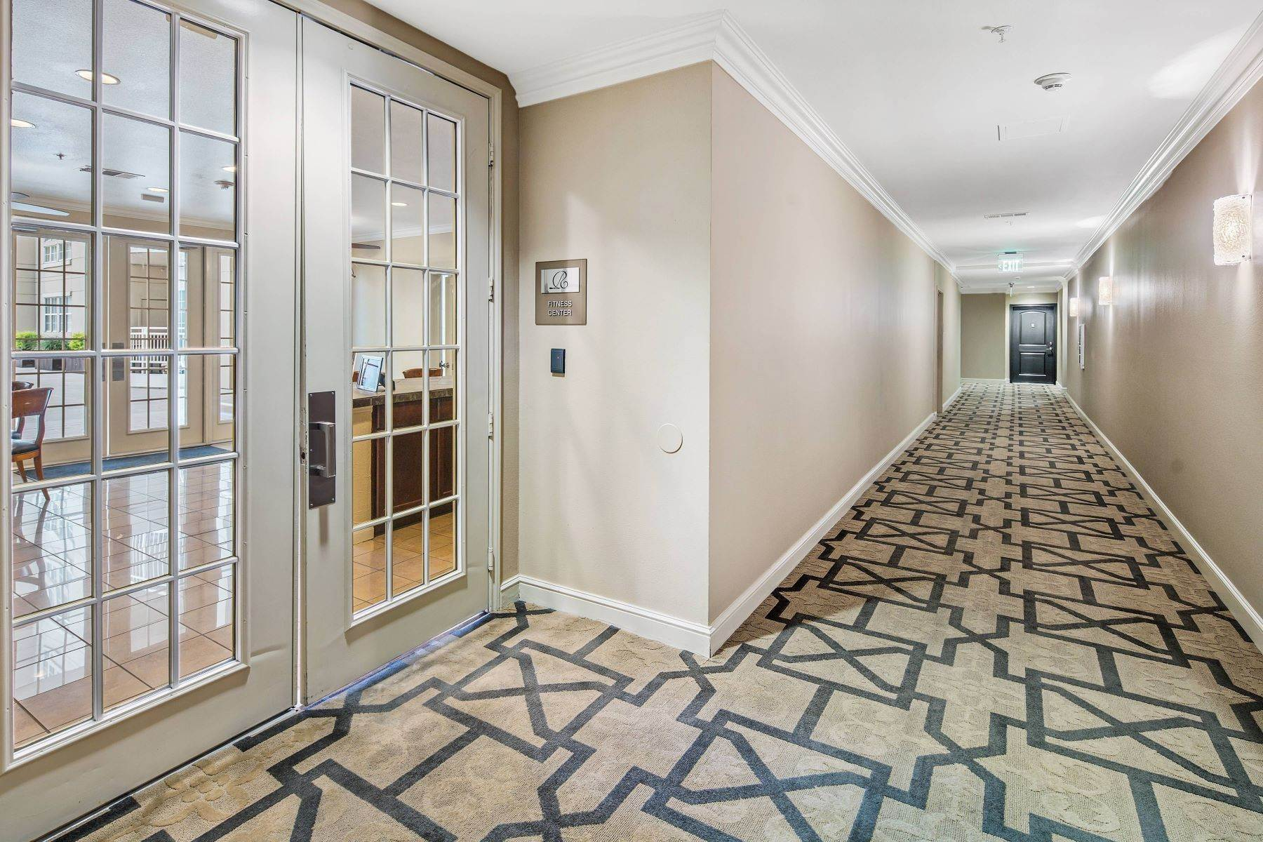 3. Condominiums for Sale at 3225 Turtle Creek Boulevard, Dallas, TX, 75219 3225 Turtle Creek Boulevard, Unit# 207 Dallas, Texas 75219 United States